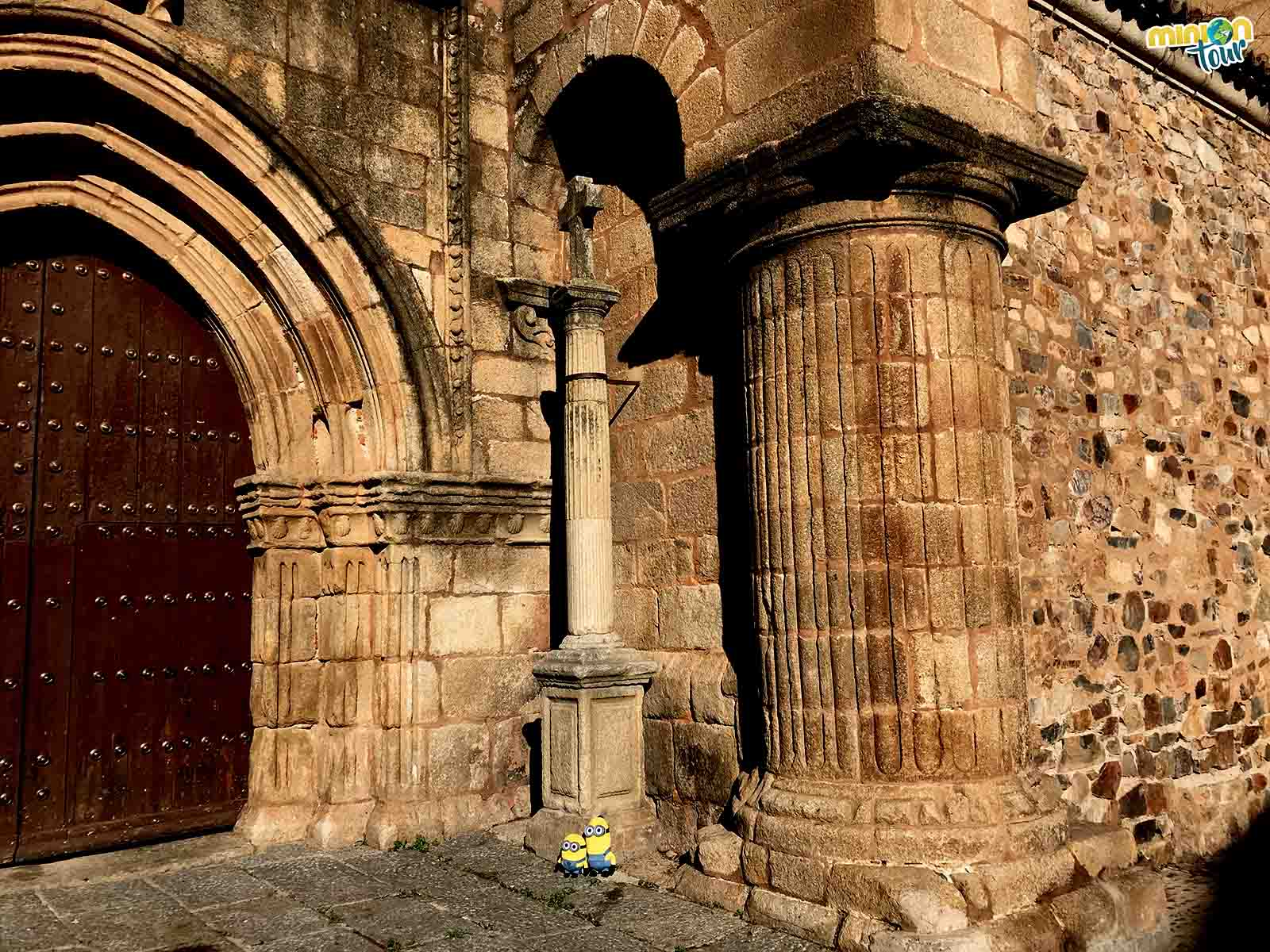 Viendo la Cruz de la Iglesia de Santiago