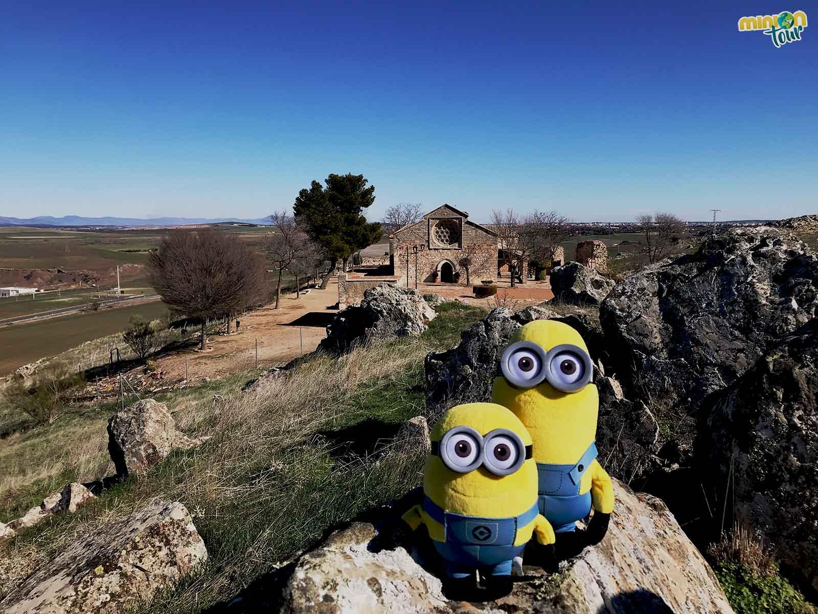 Los Minions en la Ermita de Alarcos