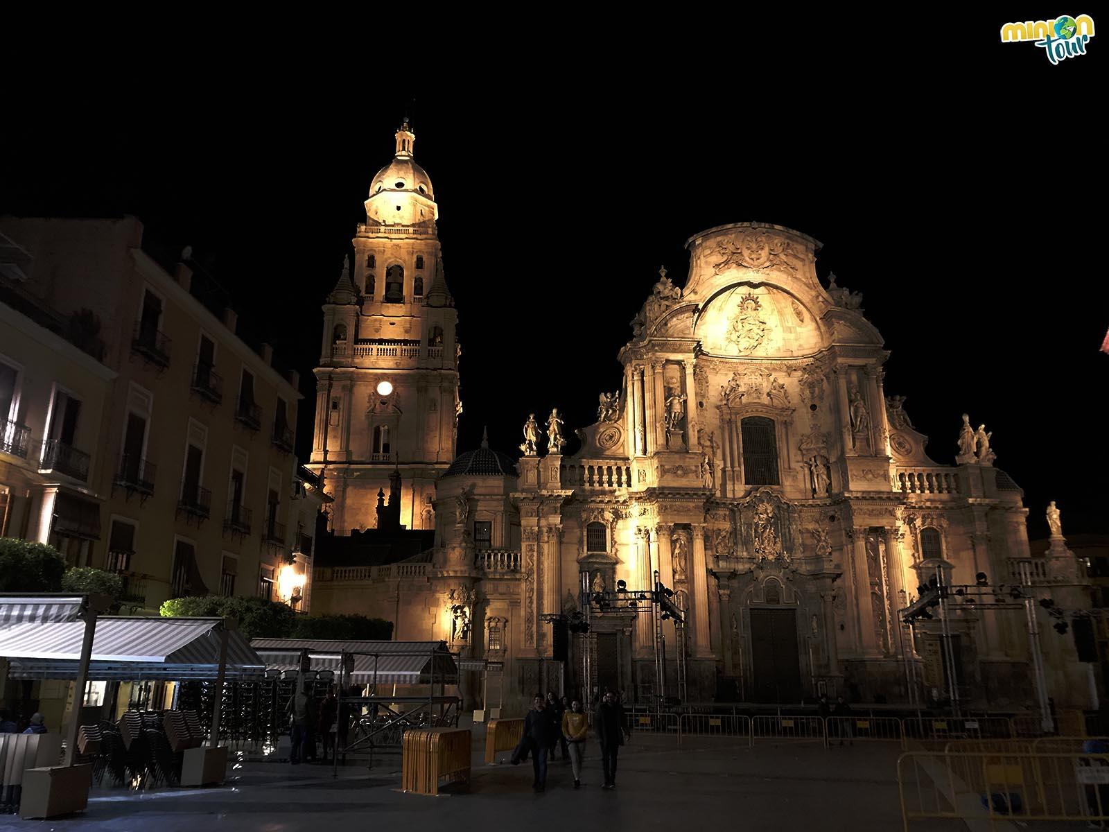 La Catedral de Murcia iluminada por la noche