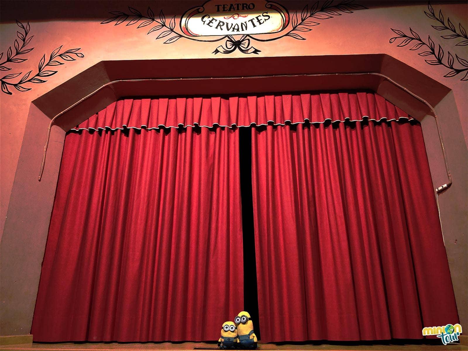 Telón del Teatro Cervantes de Fuensanta