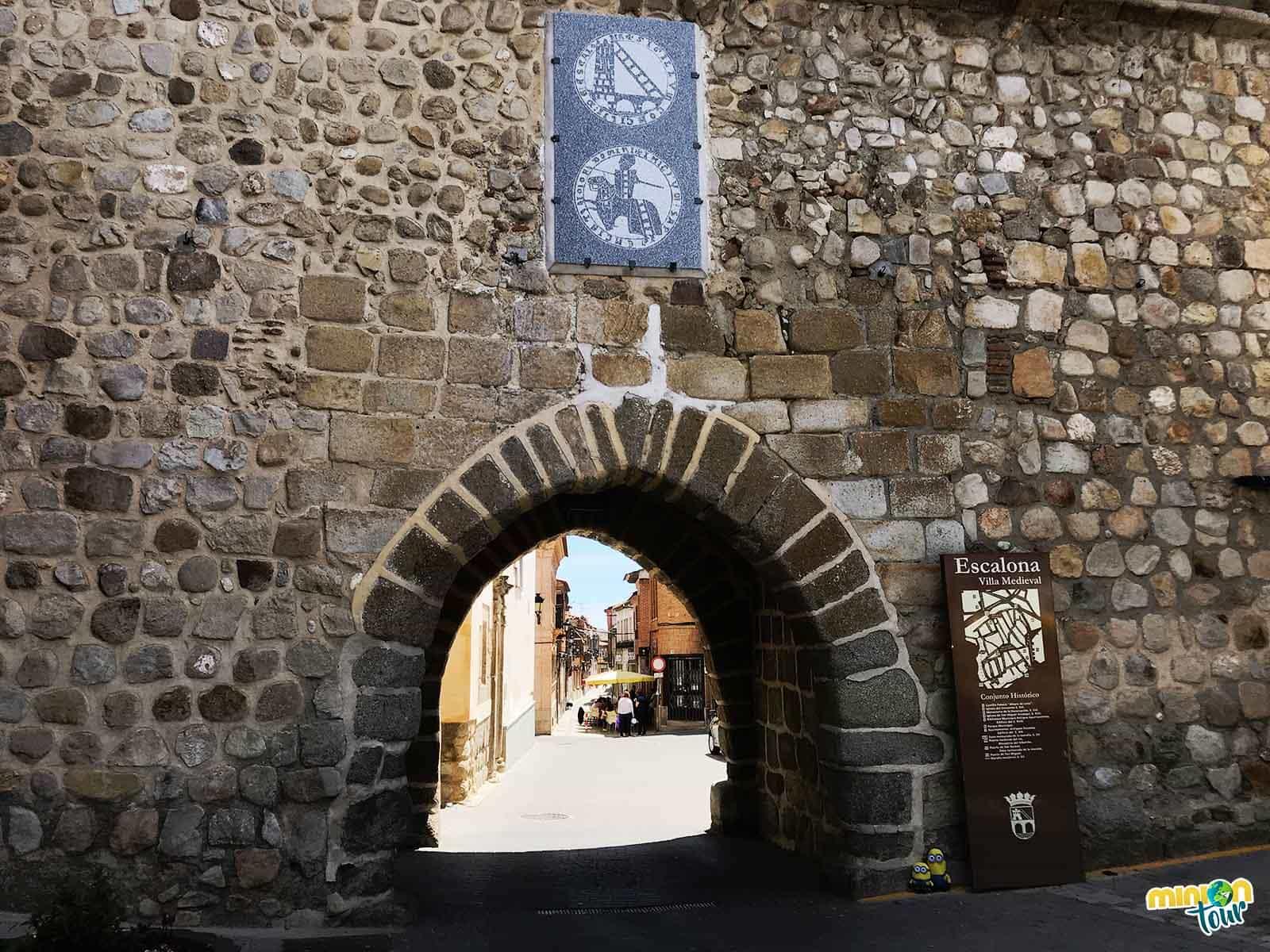 Tienes que ver en Escalona el Arco de San Miguel