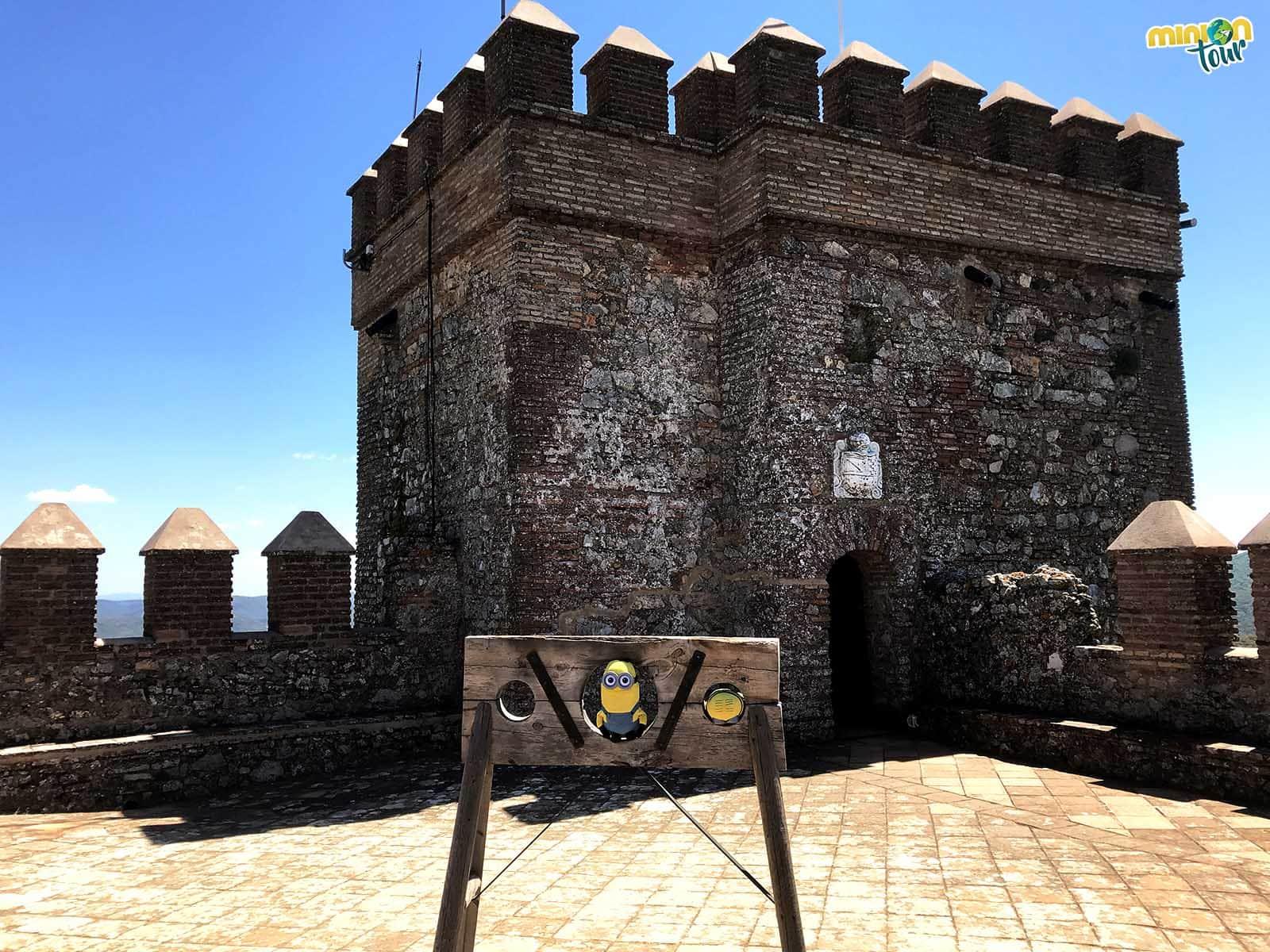 2 Minions atrapados en lo alto del Castillo de Cortegana