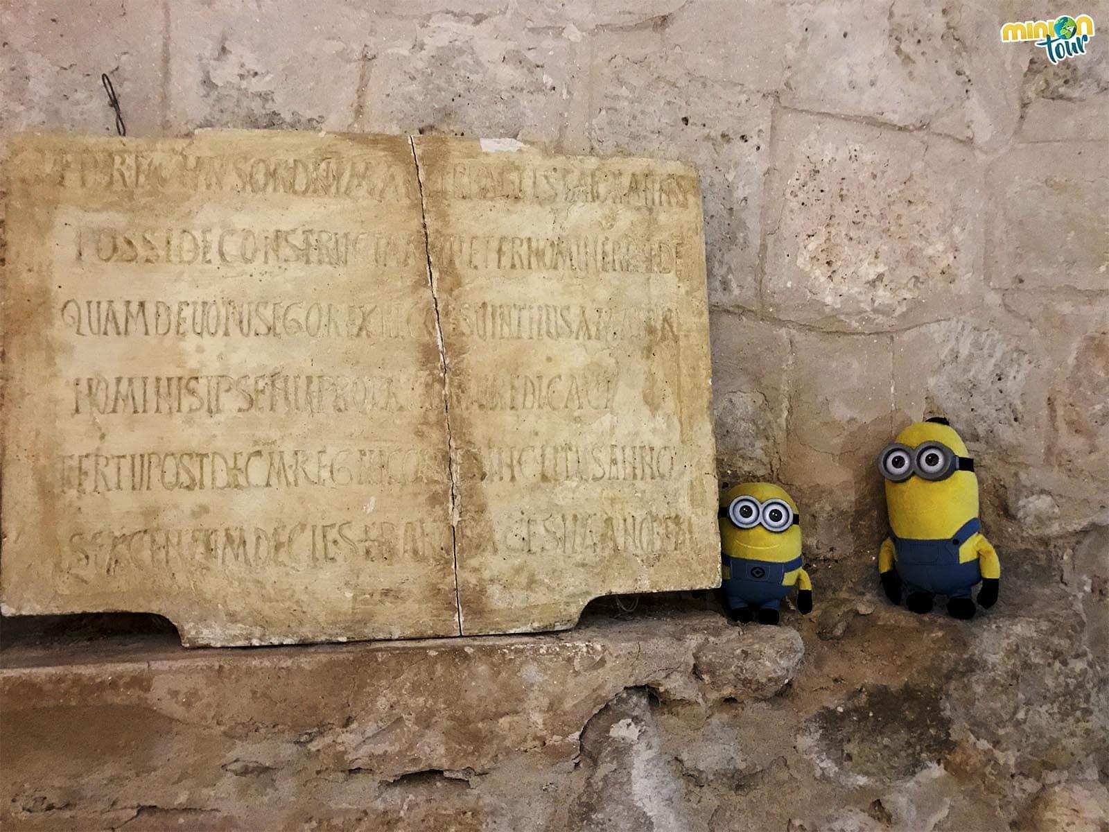 Lápida de consagración de San Juan de Baños