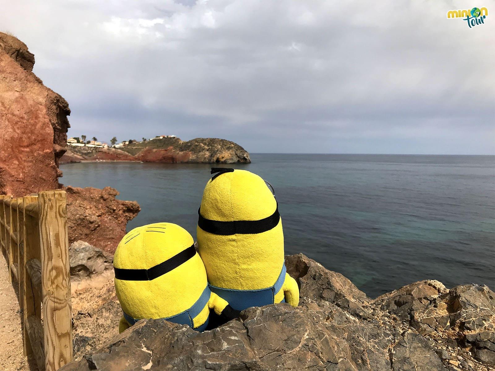 Observando el Mar Mediterráneo