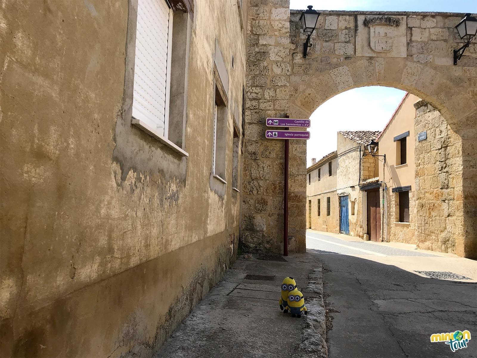 Puerta norte de Fuentes de Valdepero