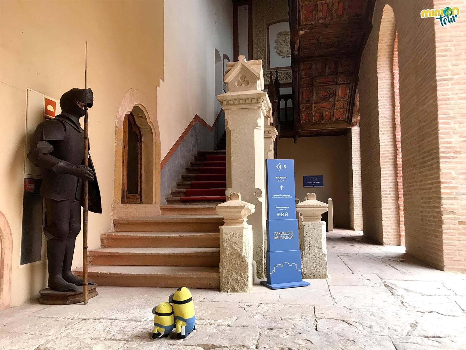 A punto de descubrir el interior del castillo