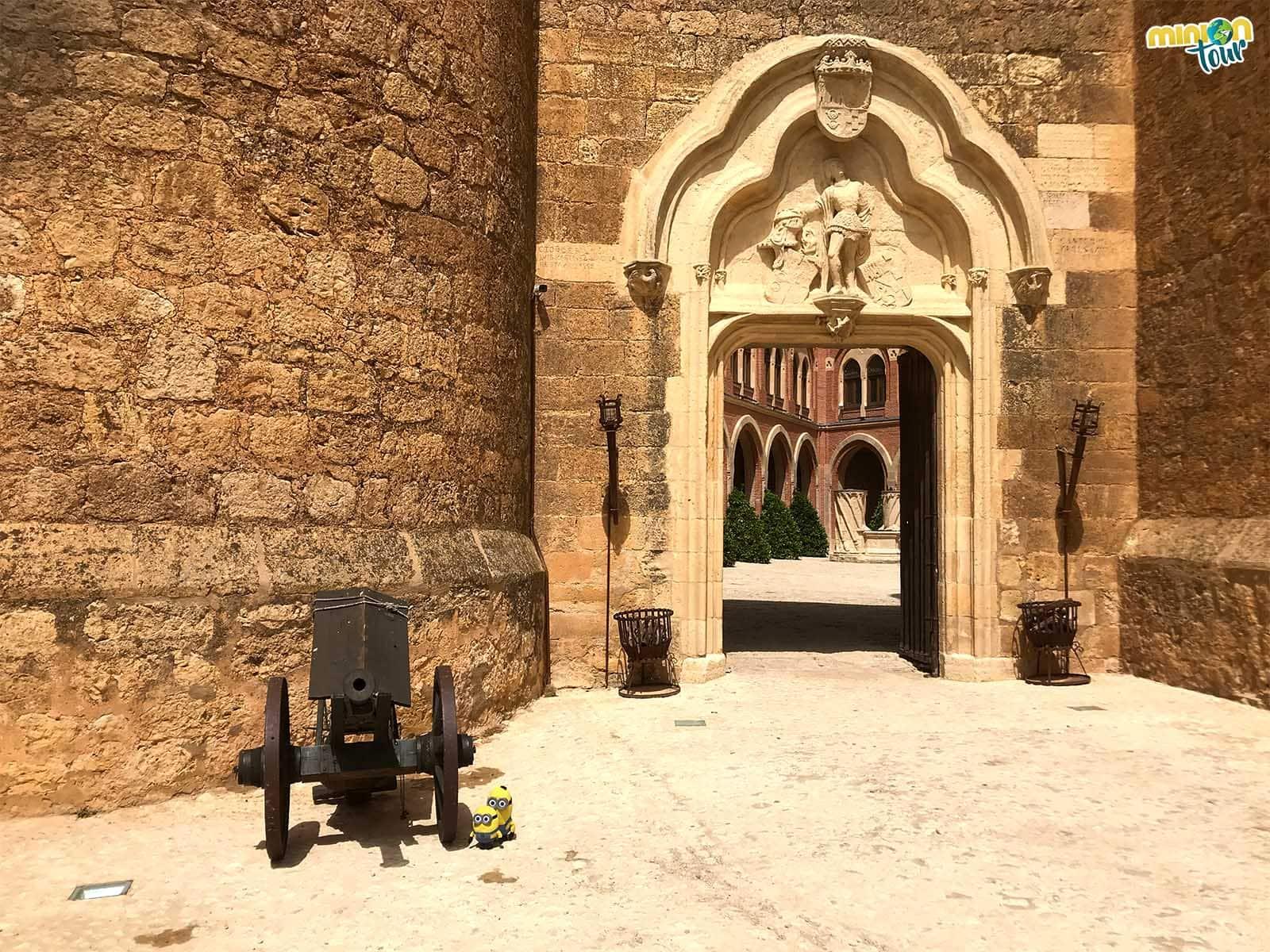 Entrada al patio del Castillo de Belmonte