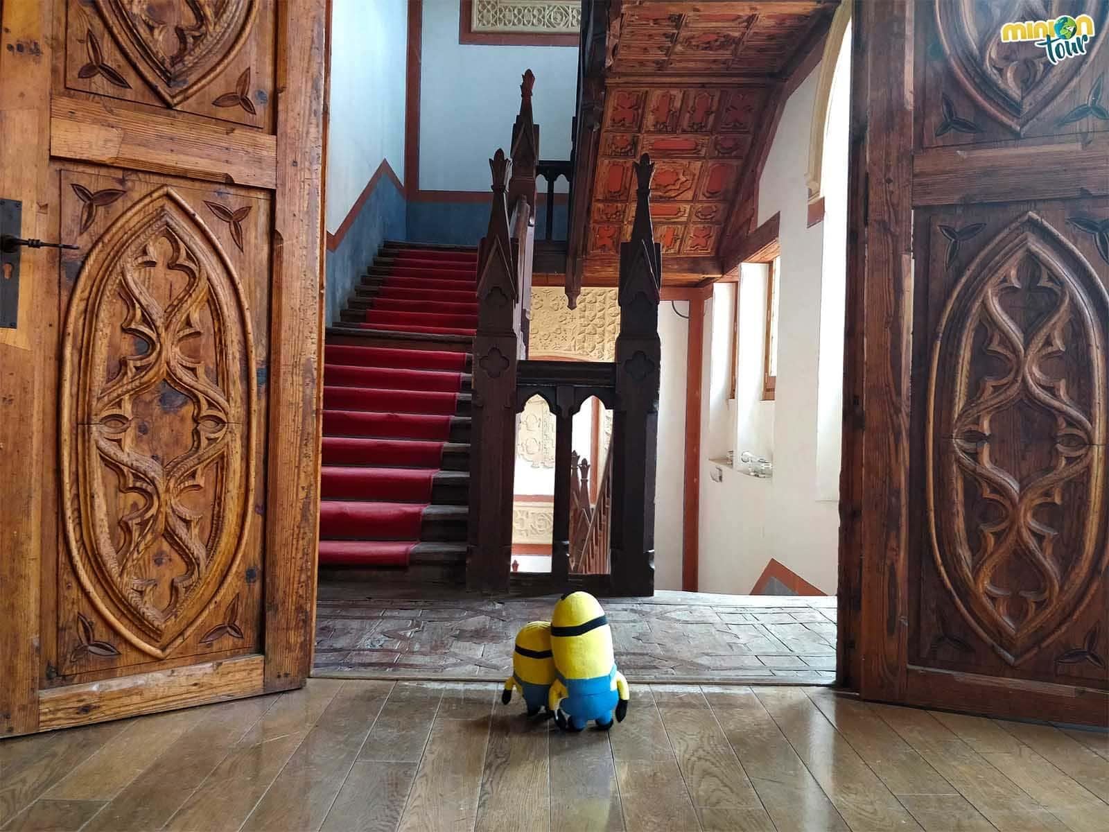 La preciosa escalera del Castillo de Belmonte