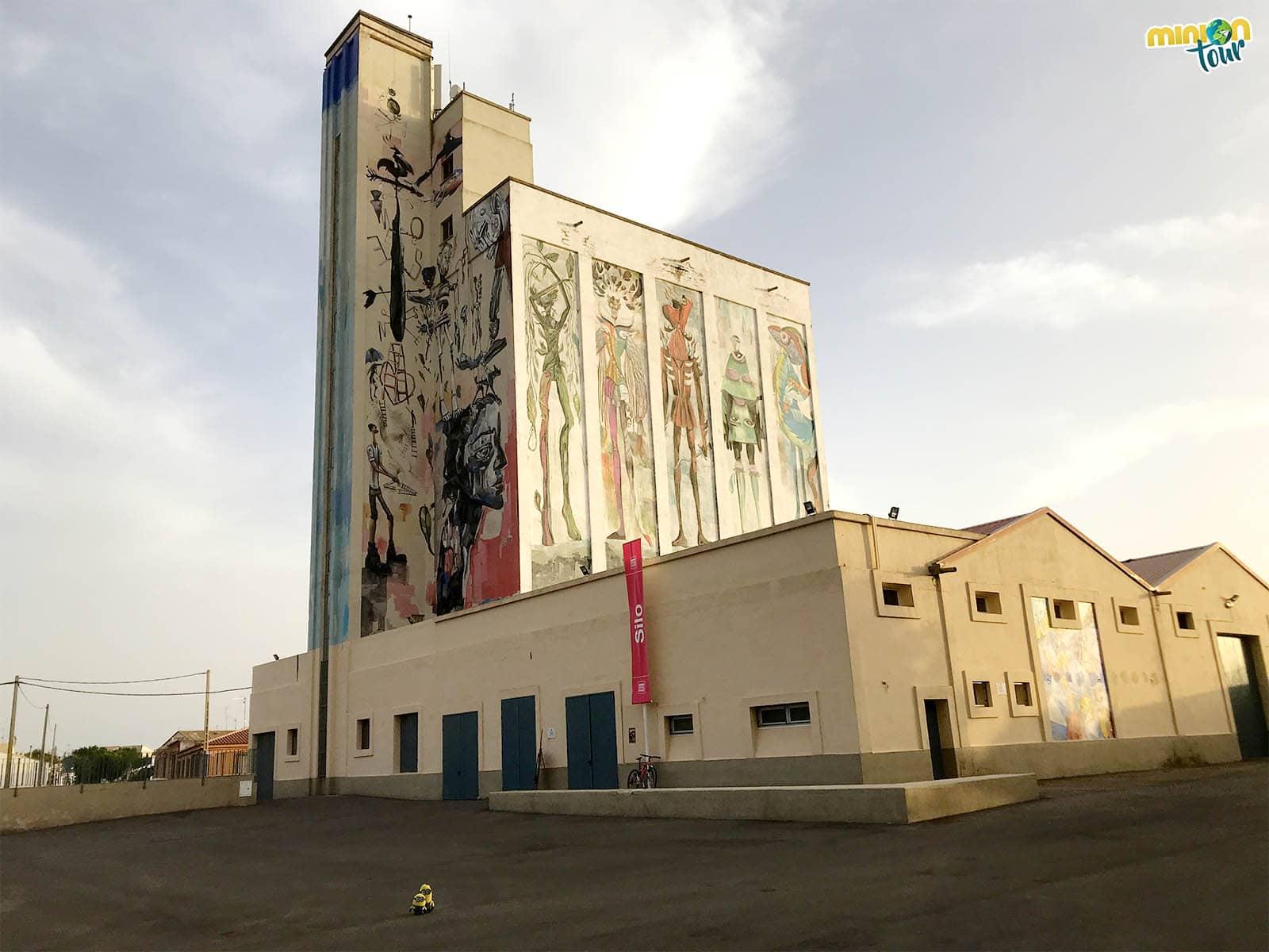 Un silo con teatro