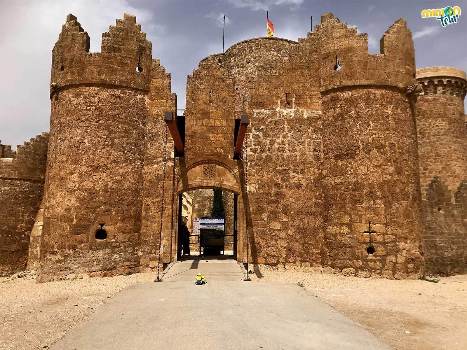 A punto de entrar en el Castillo de Belmonte