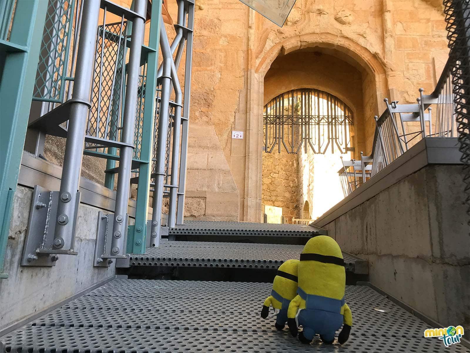 A punto de entrar en el Castillo de Garcimuñoz