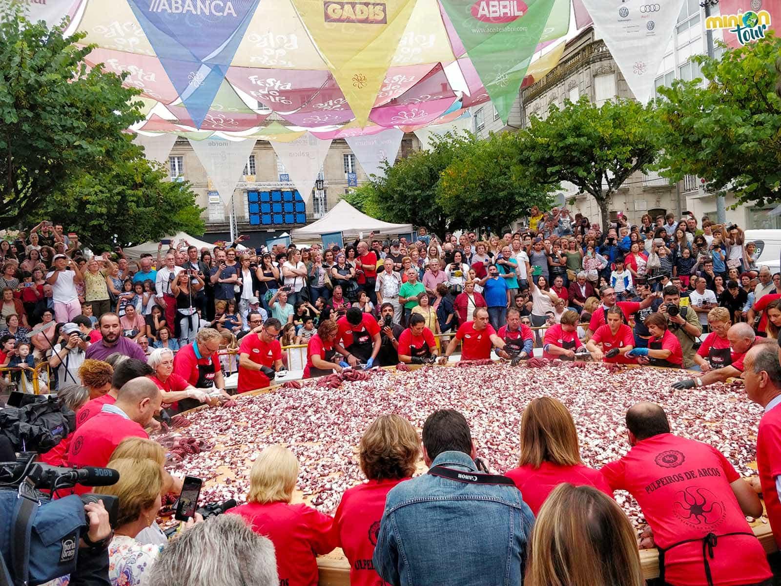 La tapa más grande y rápida del mundo en la Fiesta del Pulpo de O Carballiño