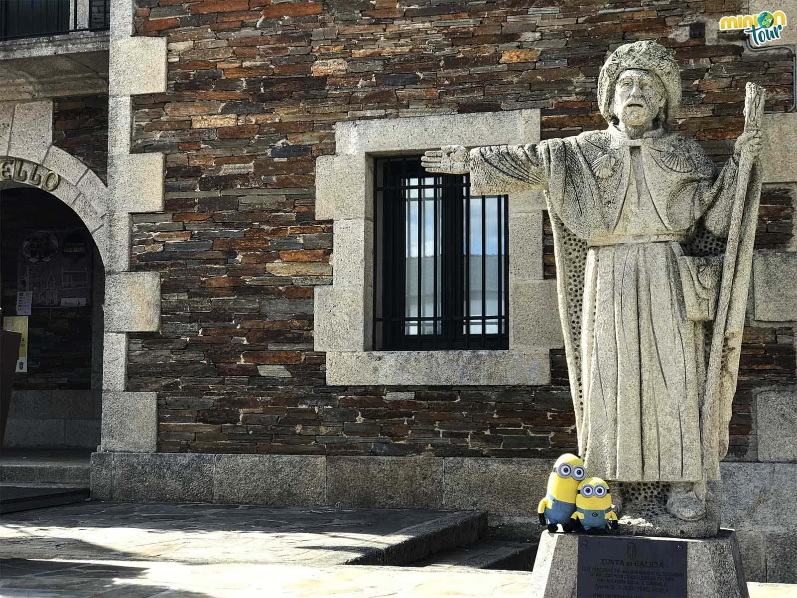 Estatua de peregrino en Portomarín