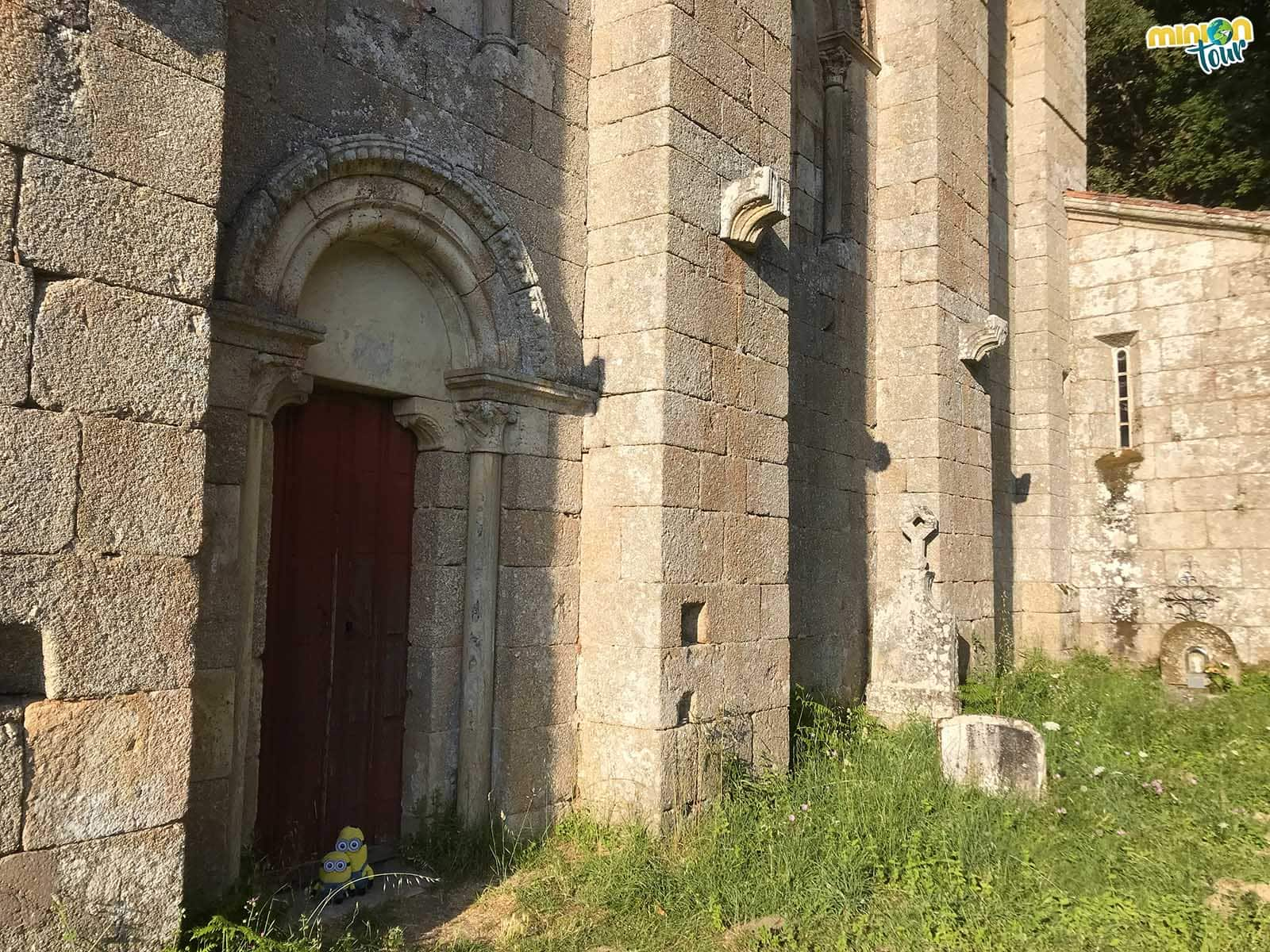 Puerta lateral de Santo Estevo de Ribas de Miño