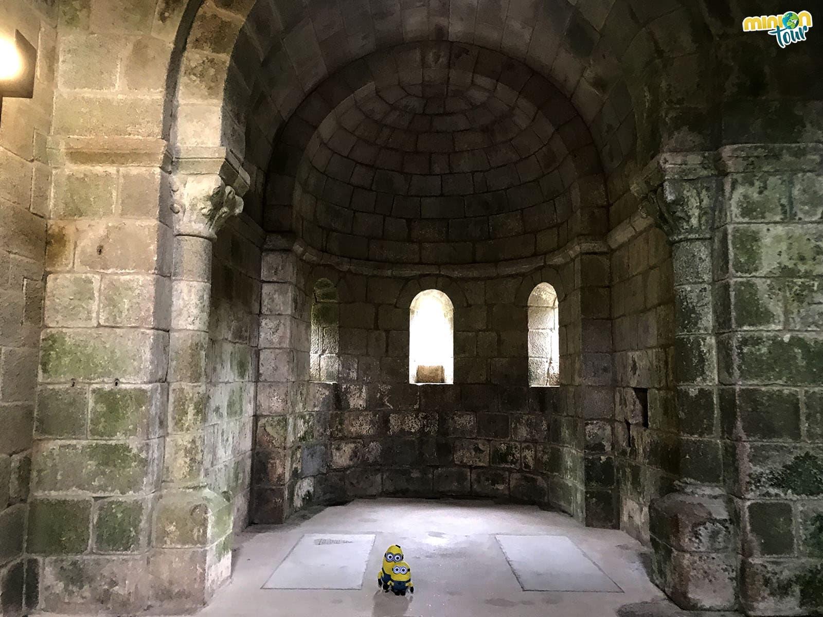 Interior del Monasterio de Caaveiro