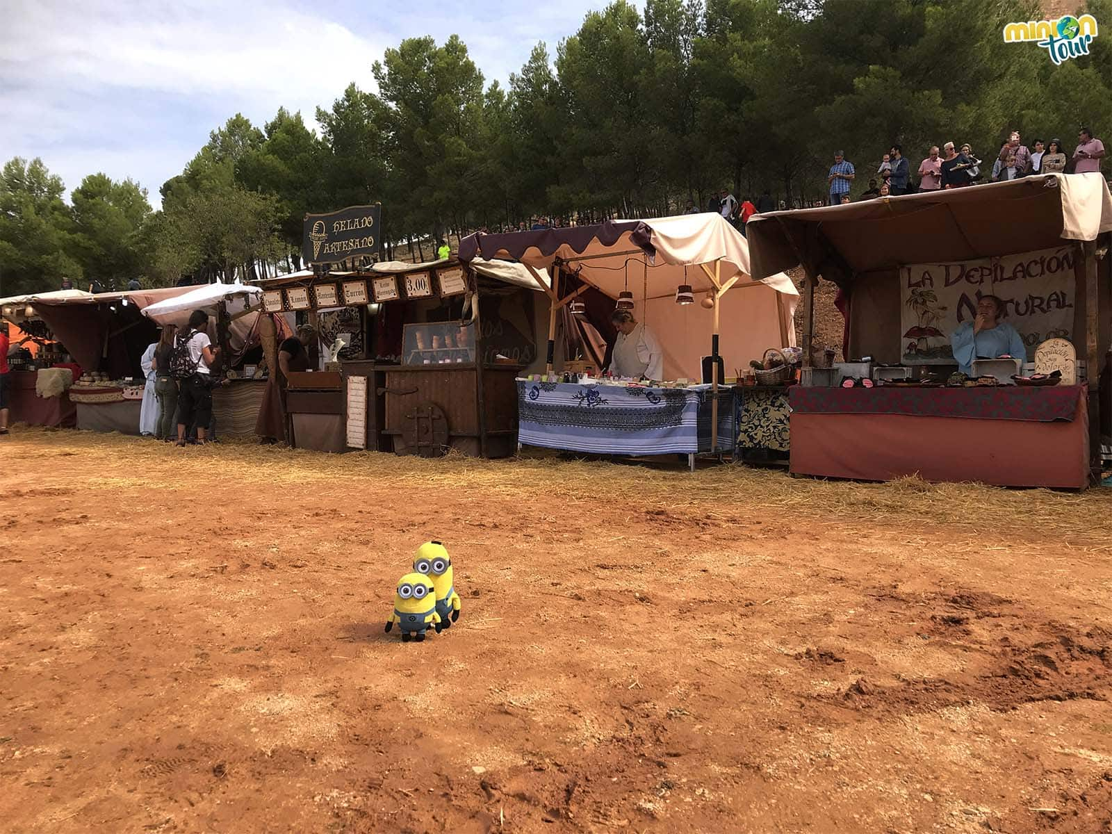 Cotilleando el mercadillo medieval del Combate Medieval de Belmonte