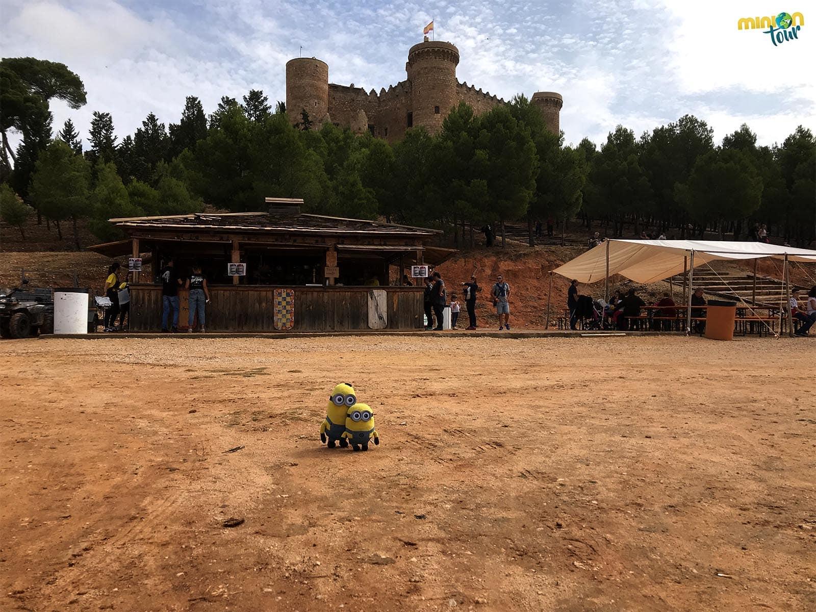 Observando el castillo durante el Combate Medieval de Belmonte