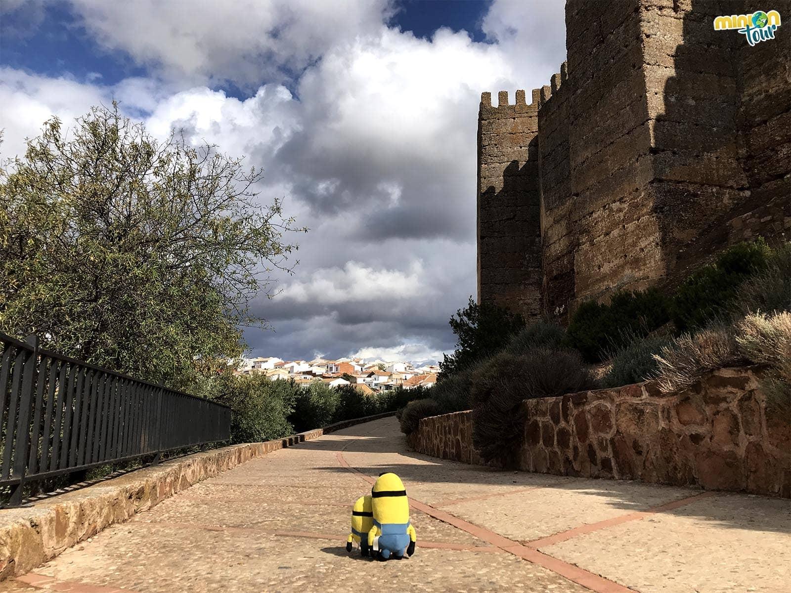 Rodeando el Castillo de Baños de la Encina
