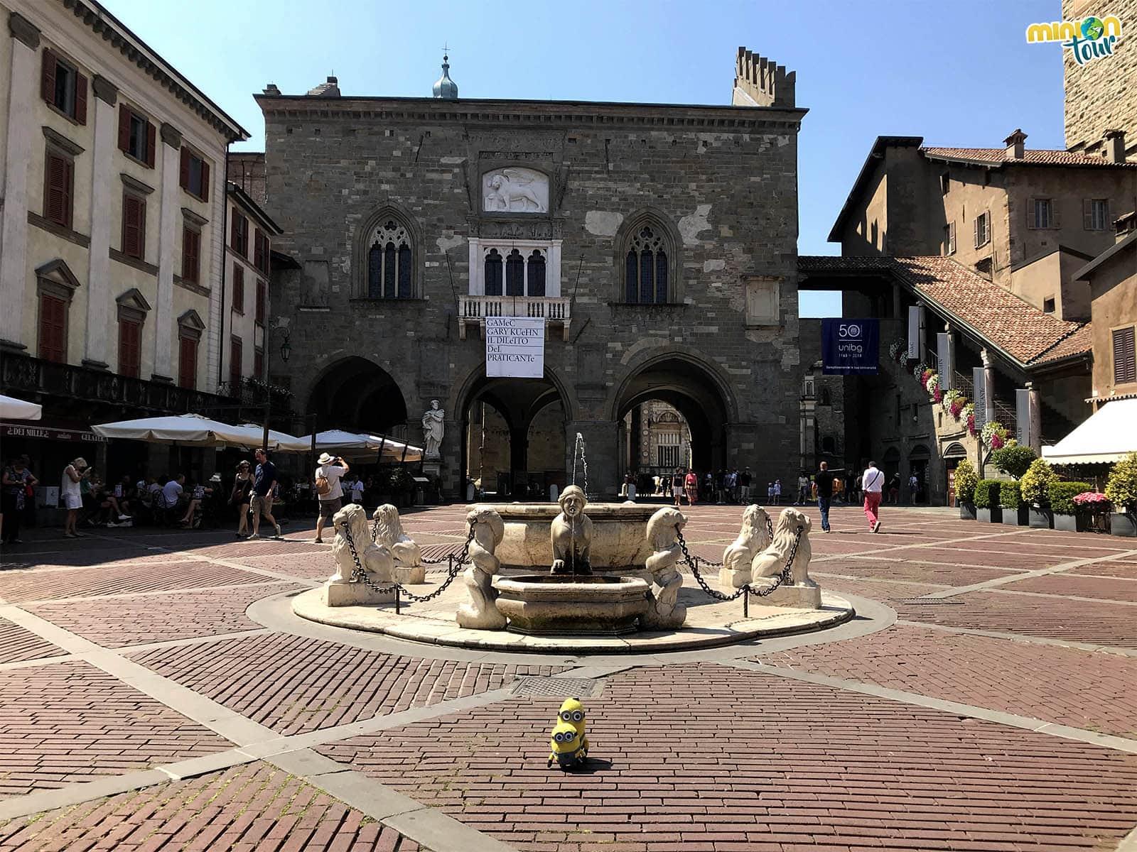 En tu lista de cosas que ver en Bérgamo no puede faltar la Piazza Vecchia