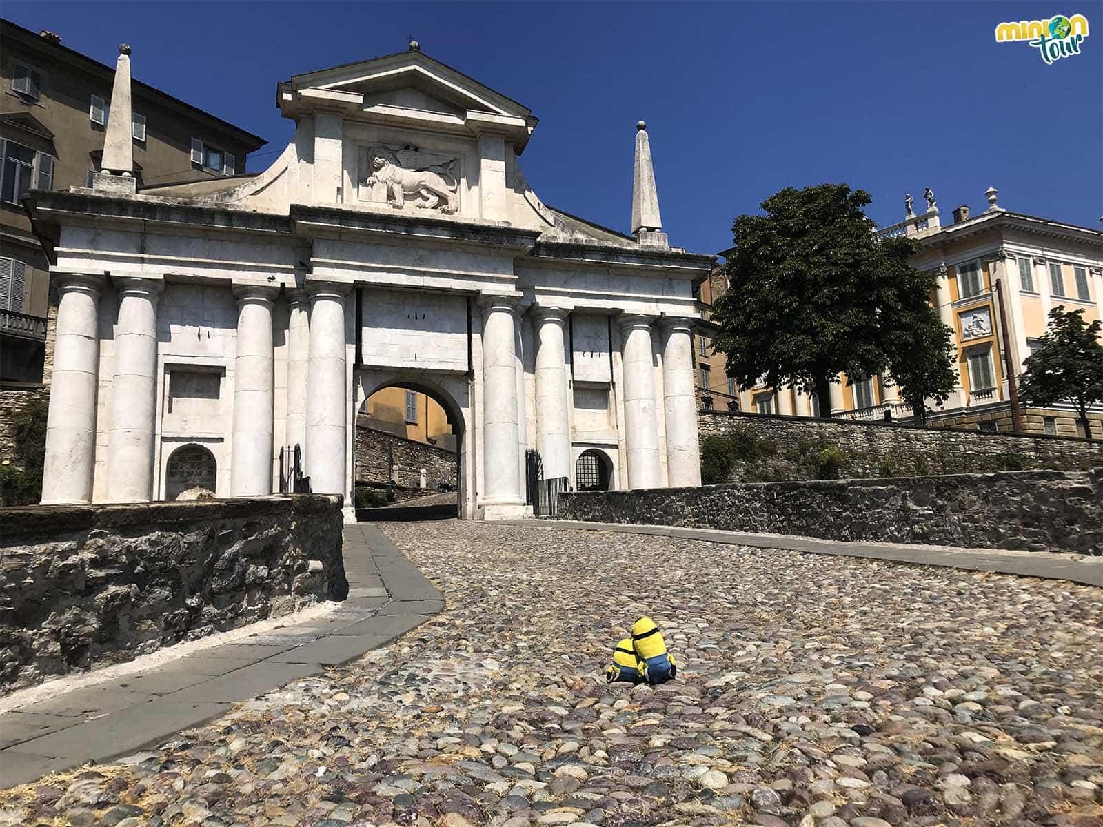 La Puerta de San Giancomo es una de las que tienes que ver en Bérgamo