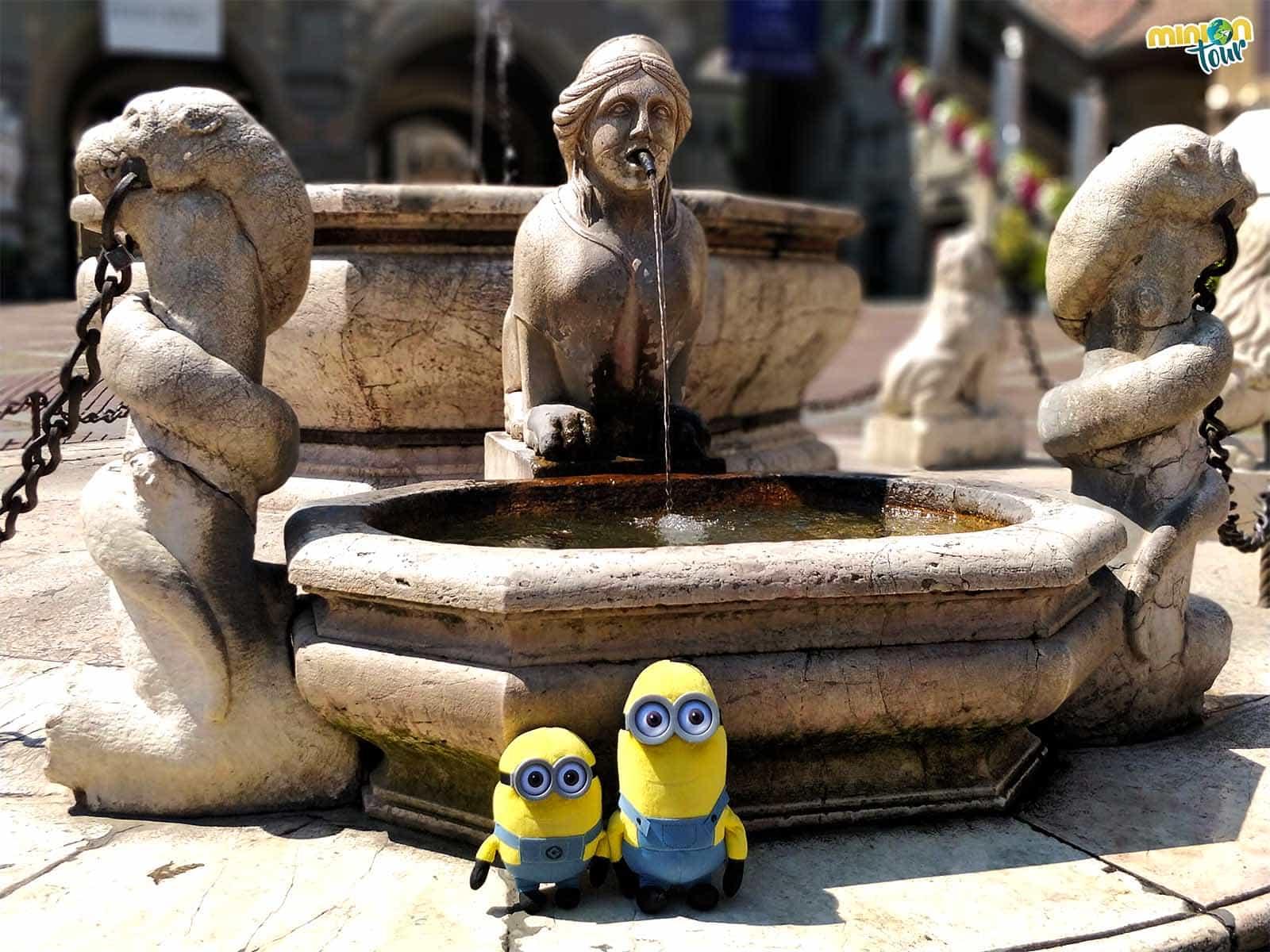 2 Minions en la Fuente de Contarini