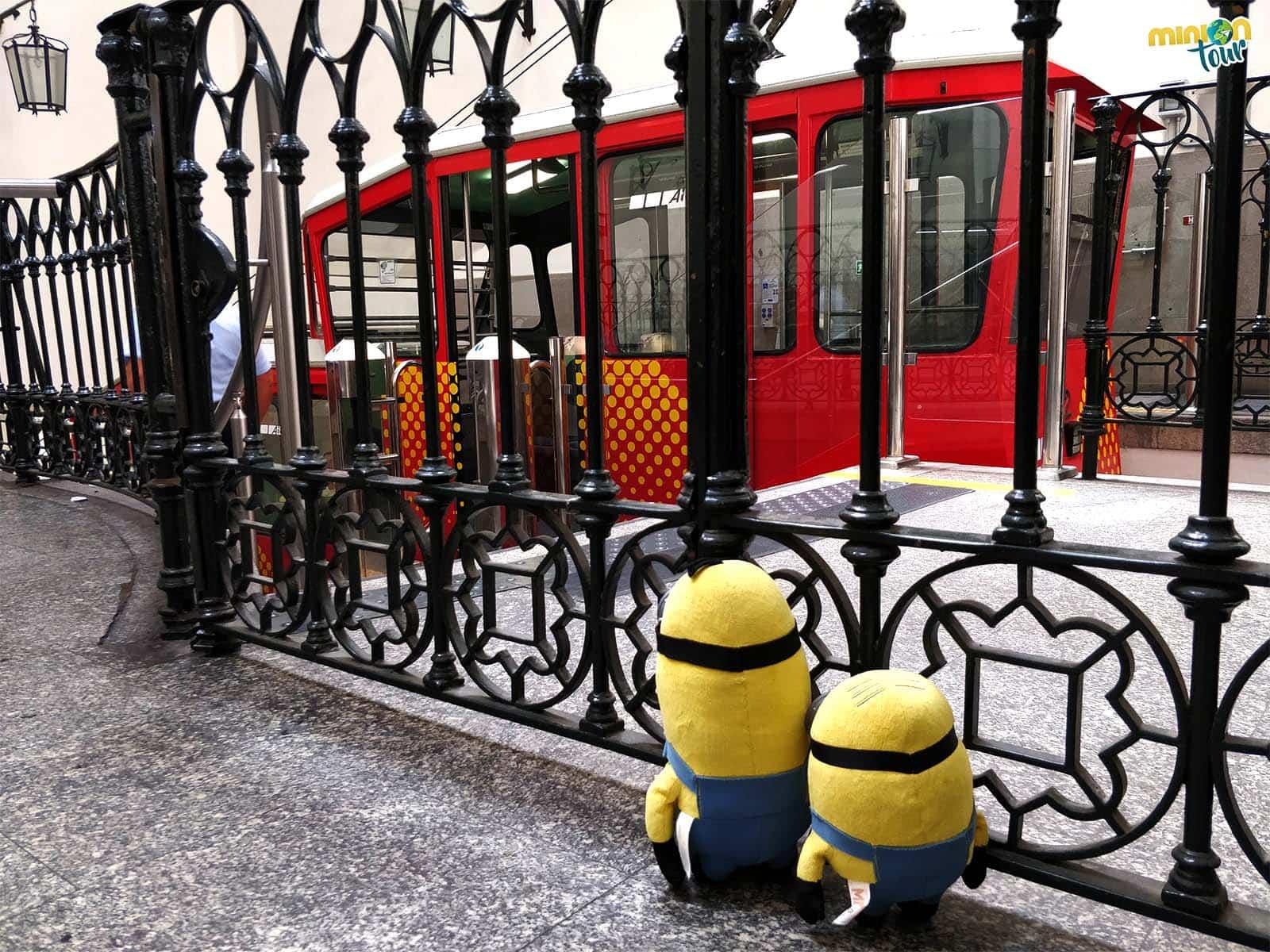 Esperando al funicular