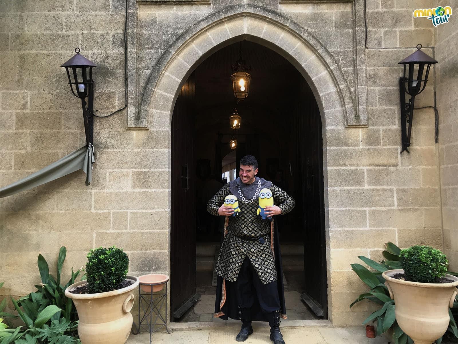 Con el mayordomo del Castillo de Almodóvar del Río