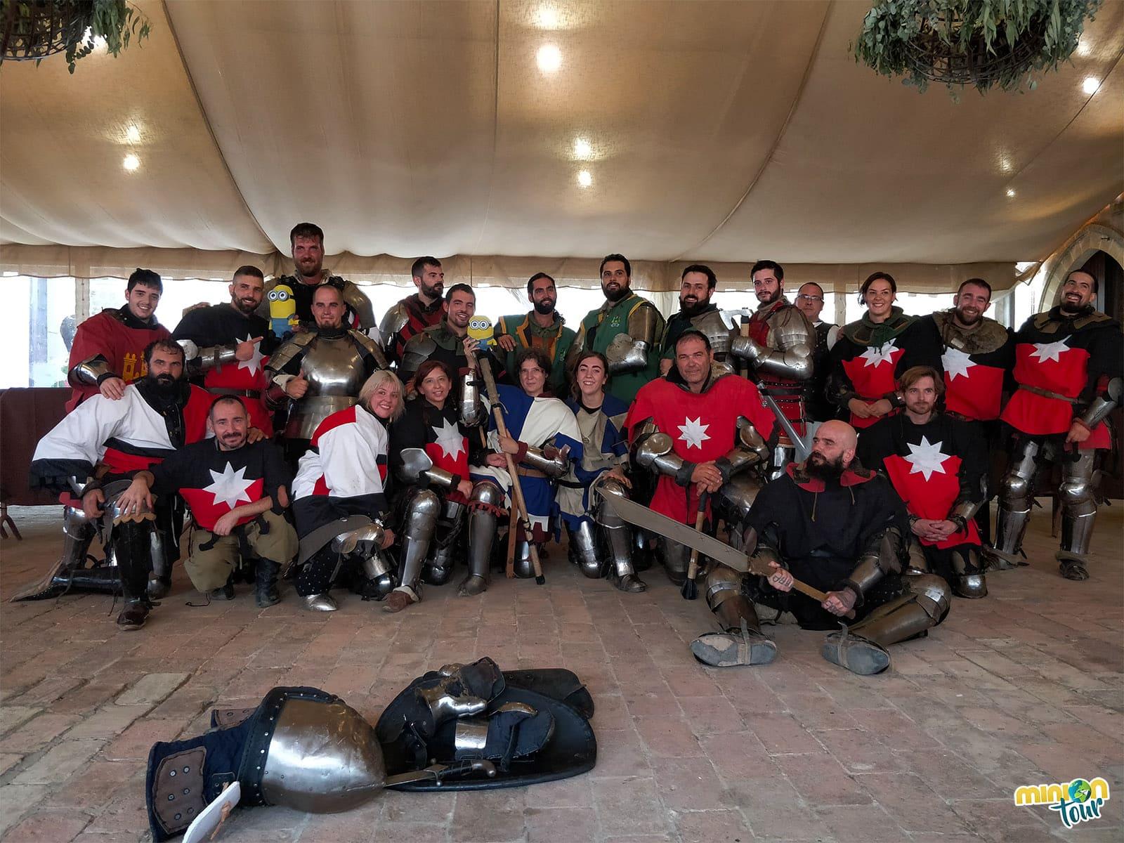 Con todos los luchadores de las Jornadas Medievales del Castillo de Almodóvar del Río