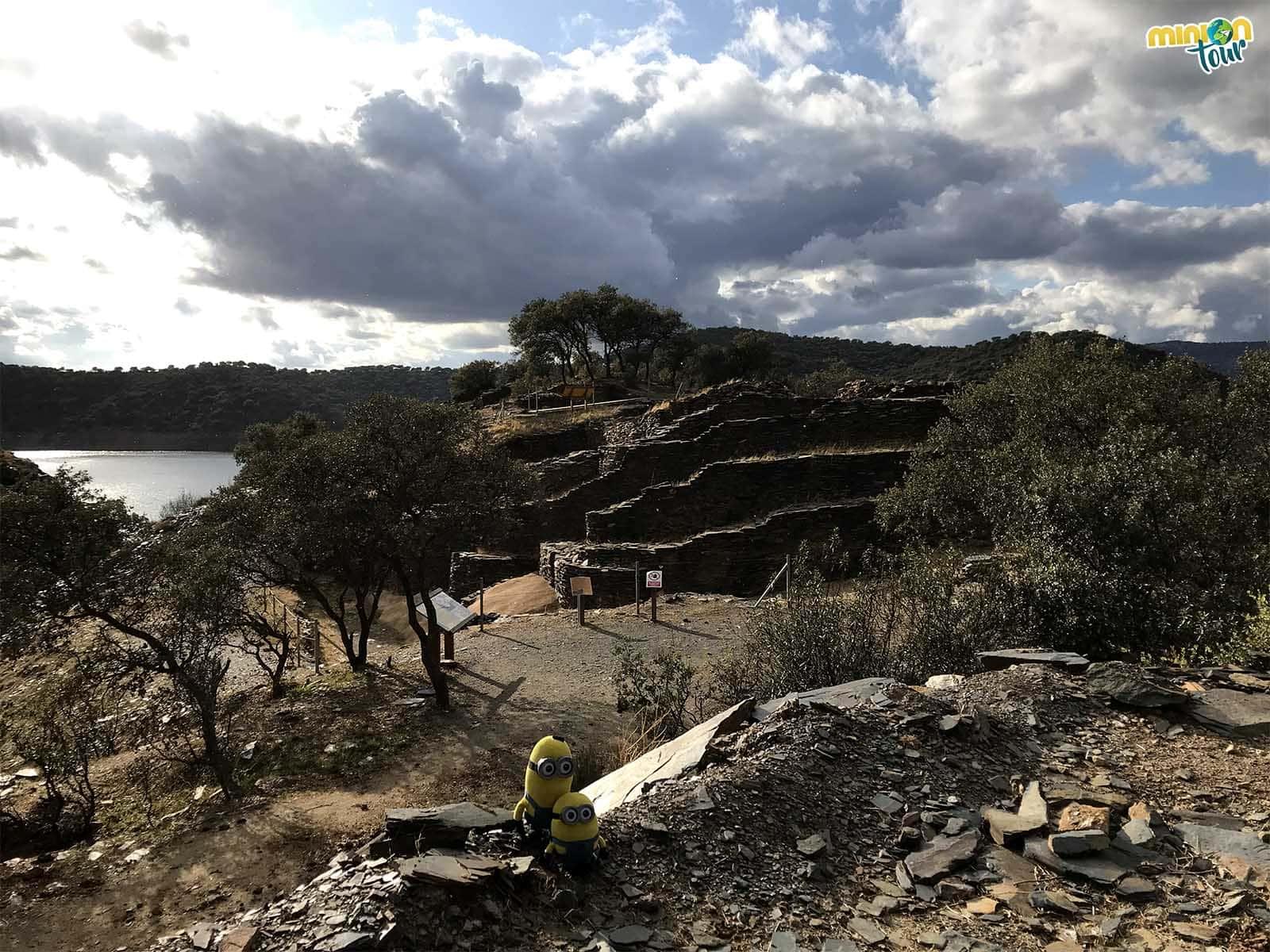 2 Minions en el Yacimiento Arqueológico de Peñalosa