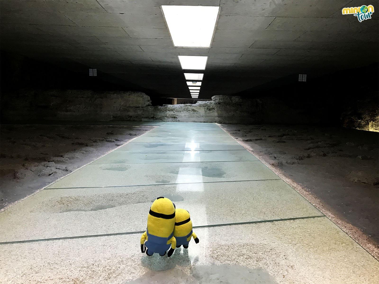 Una alberca en una estación de metro