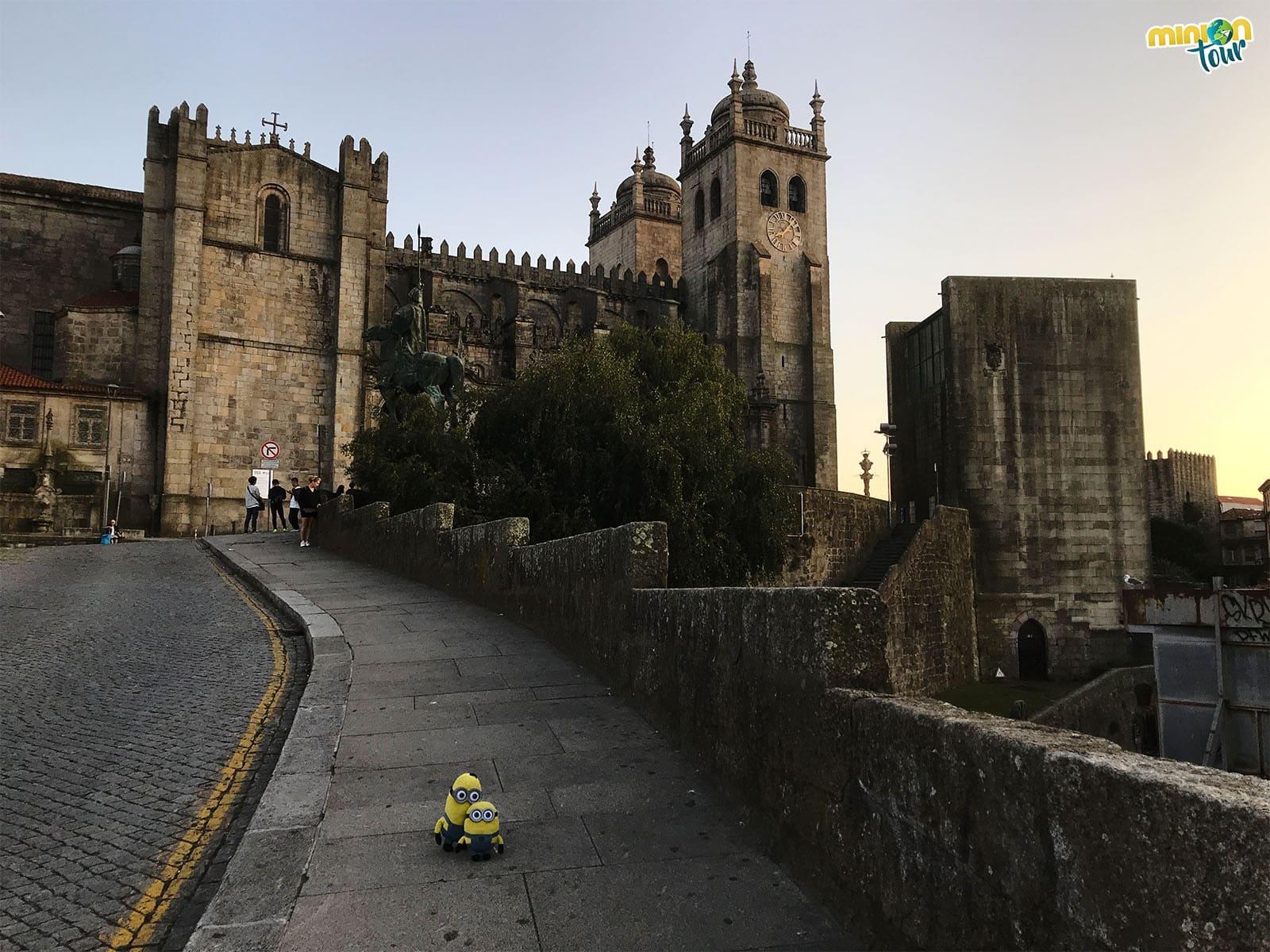 Entras las cosas que ver en Oporto un fin de semana no puede faltar su catedral