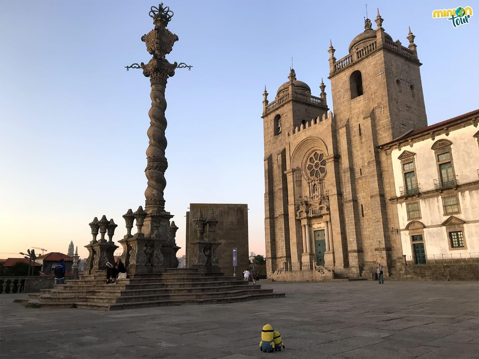 Pelourinho cerca de la Catedral de Oporto, otra de las cosas que tienes que ver en Oporto en un fin de semana