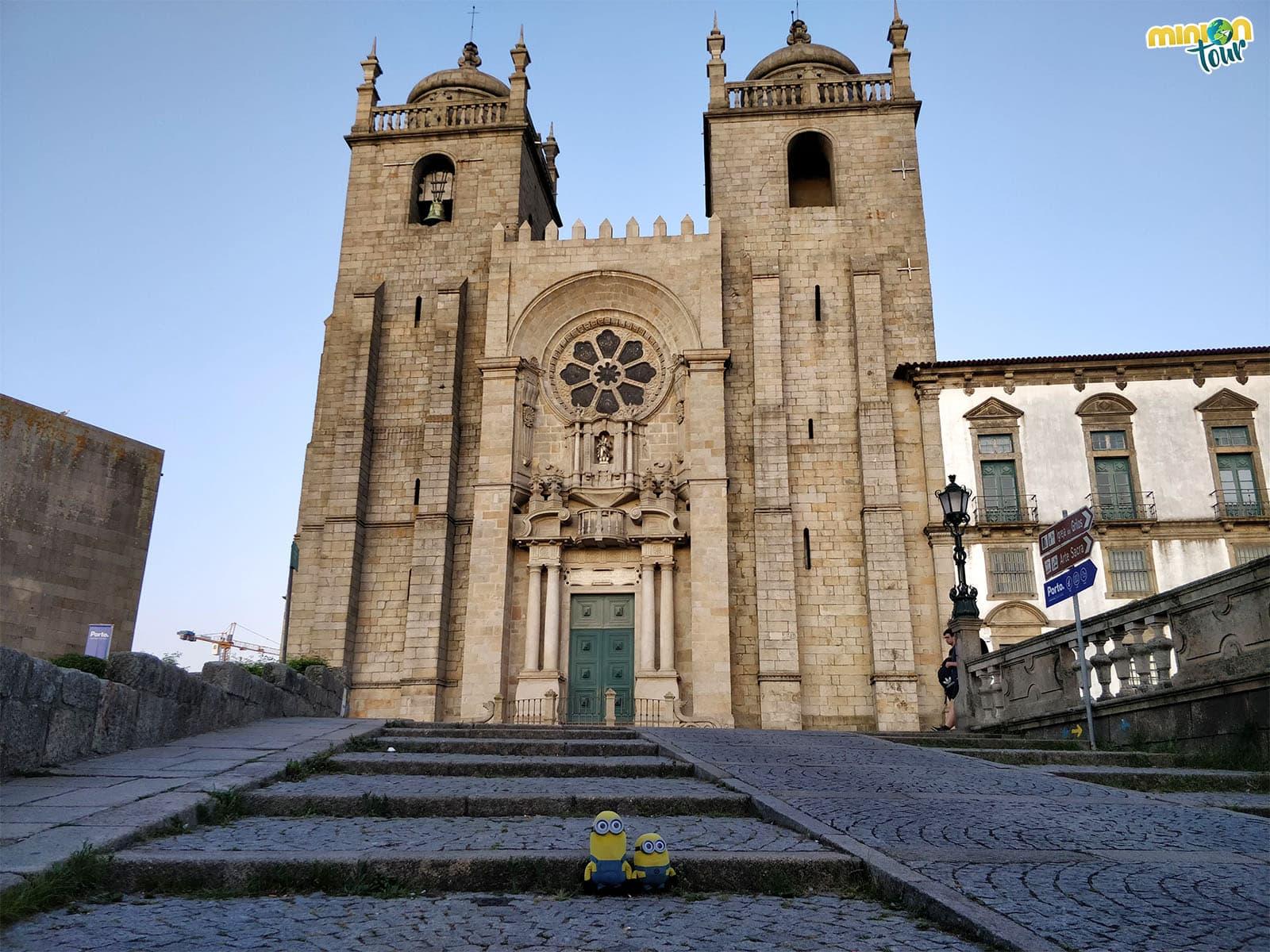 La Catedral de Oporto de frente
