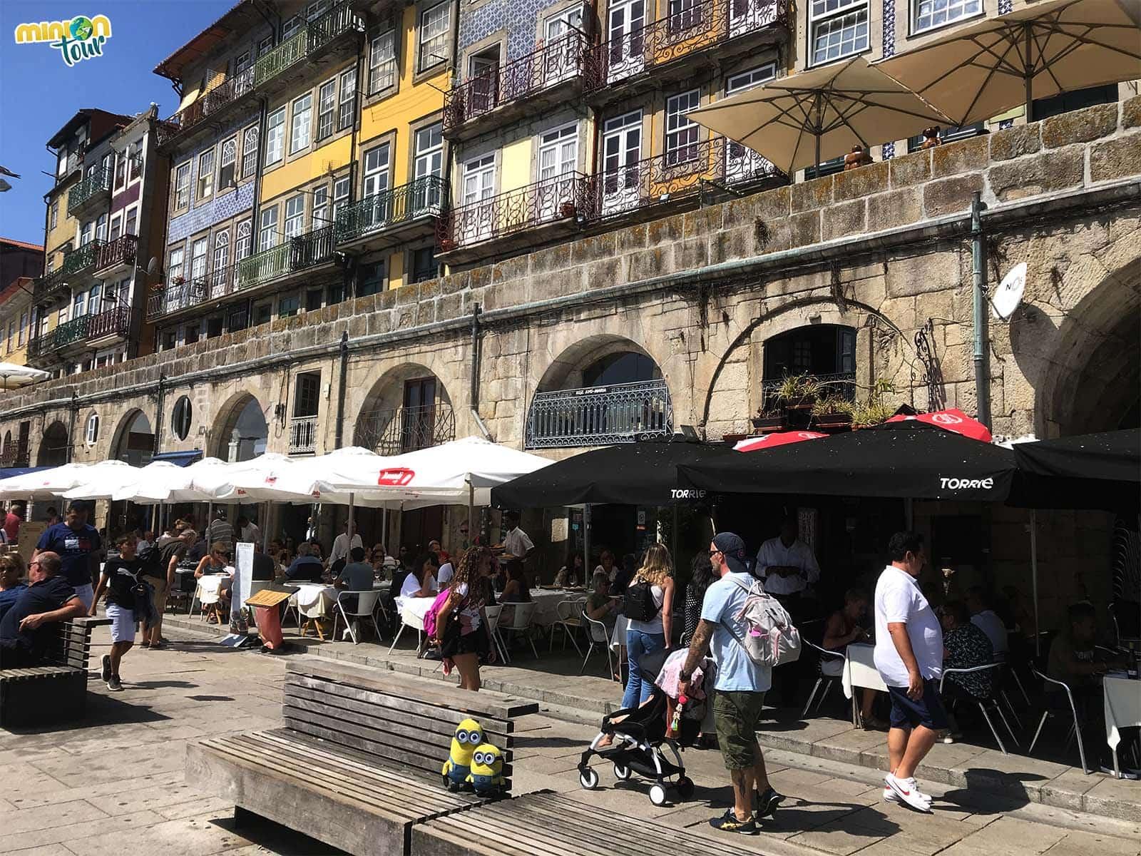 Pasear por la Ribera no puede faltar en tu listado de cosas que hacer en Oporto en un fin de semana