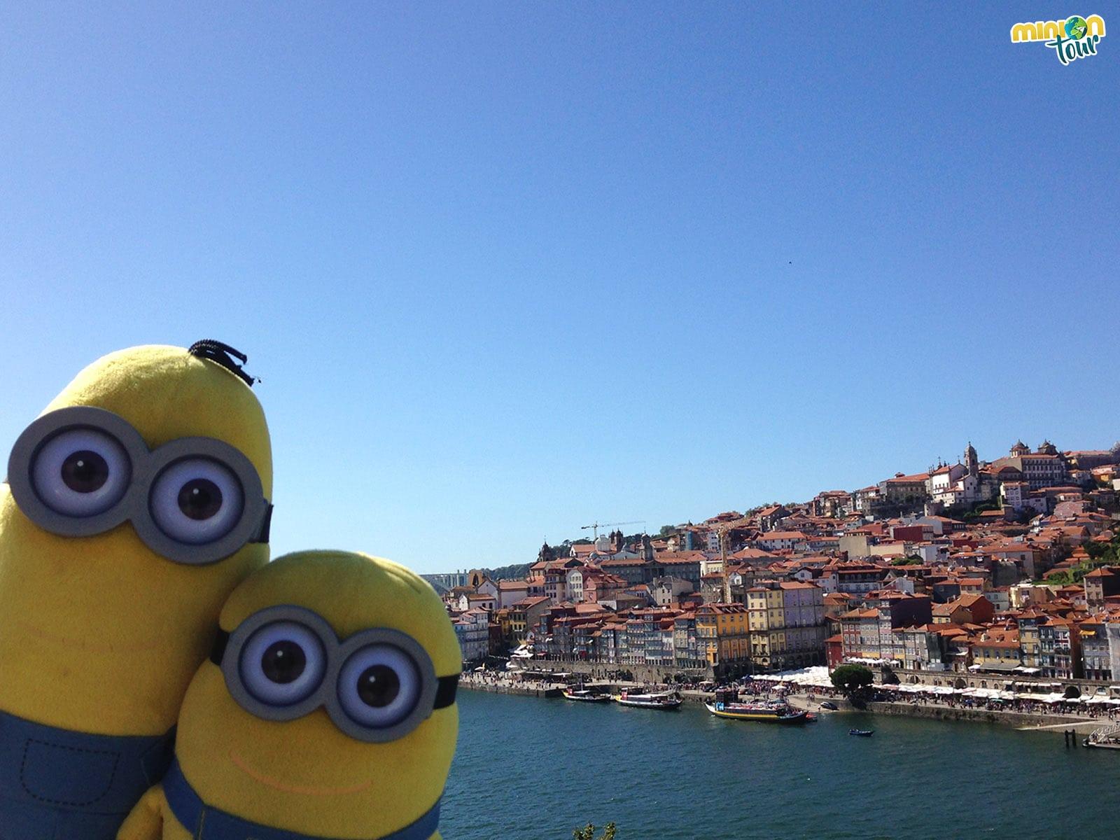 Vistas de Oporto desde el otro lado del río Duero