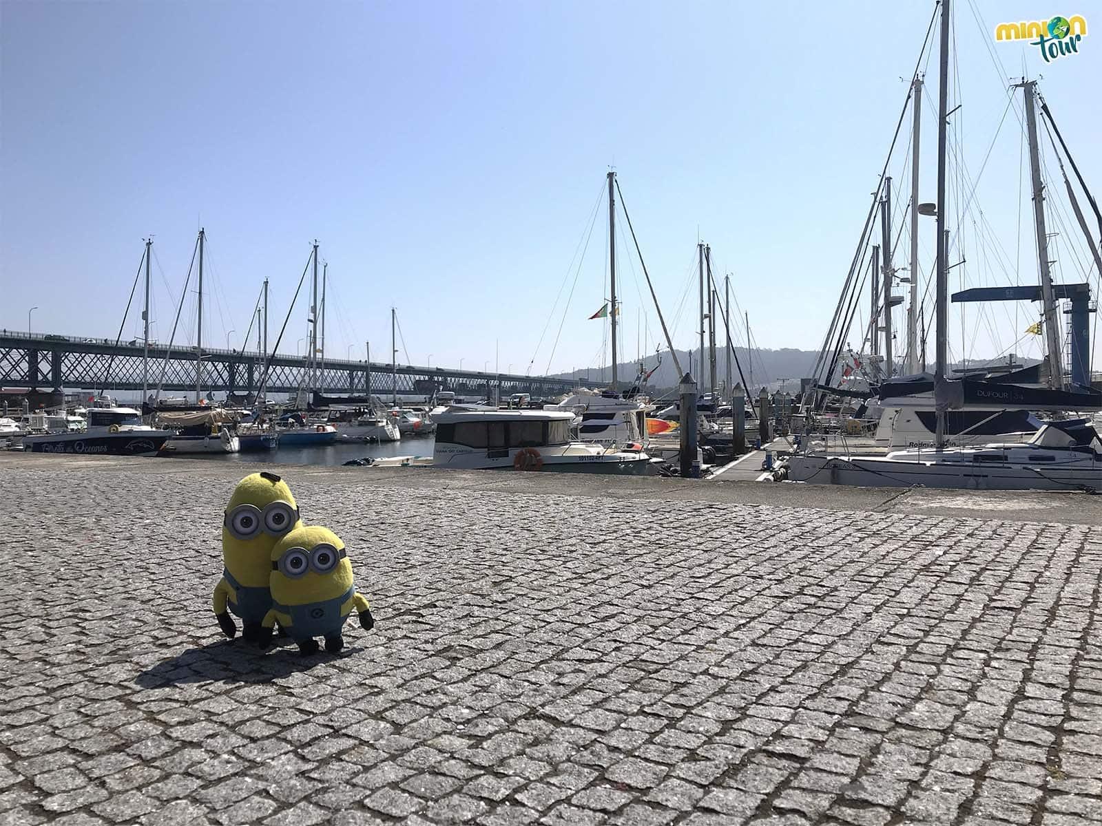 2 Minions preparados para empezar a recorrer Viana do Castelo