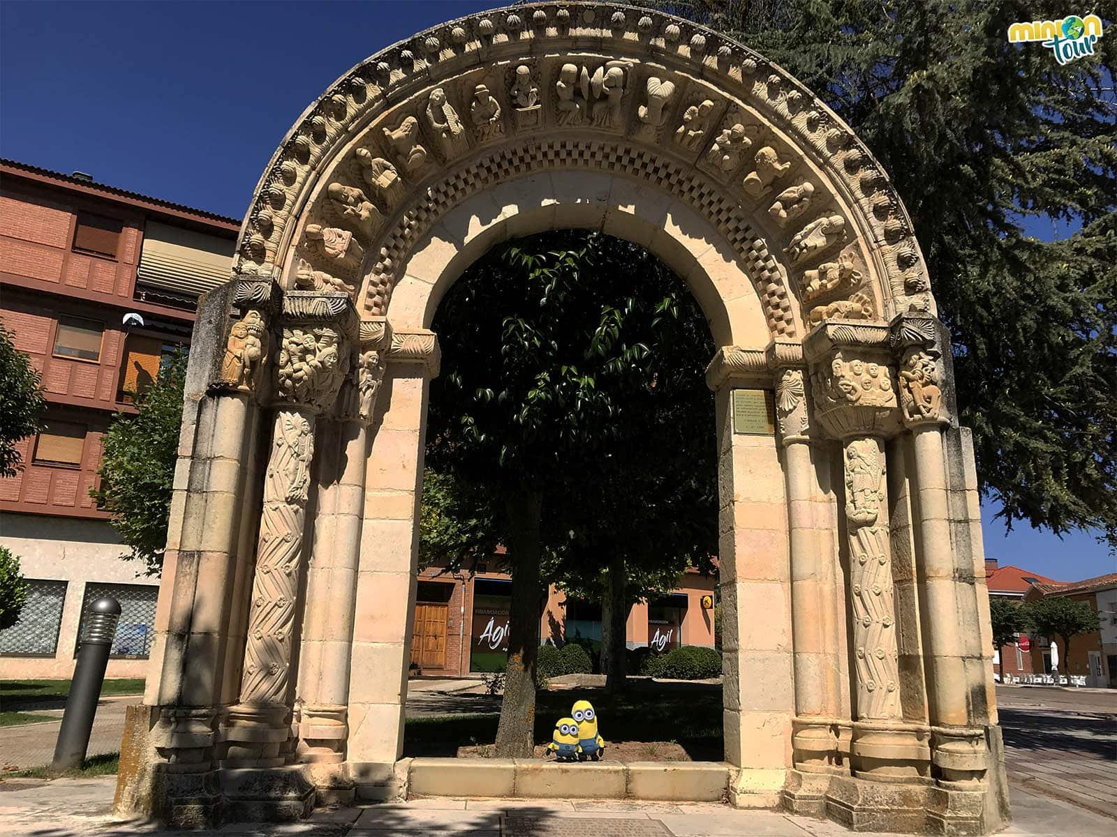 2 Minions y un arco neorrománico en Dueñas