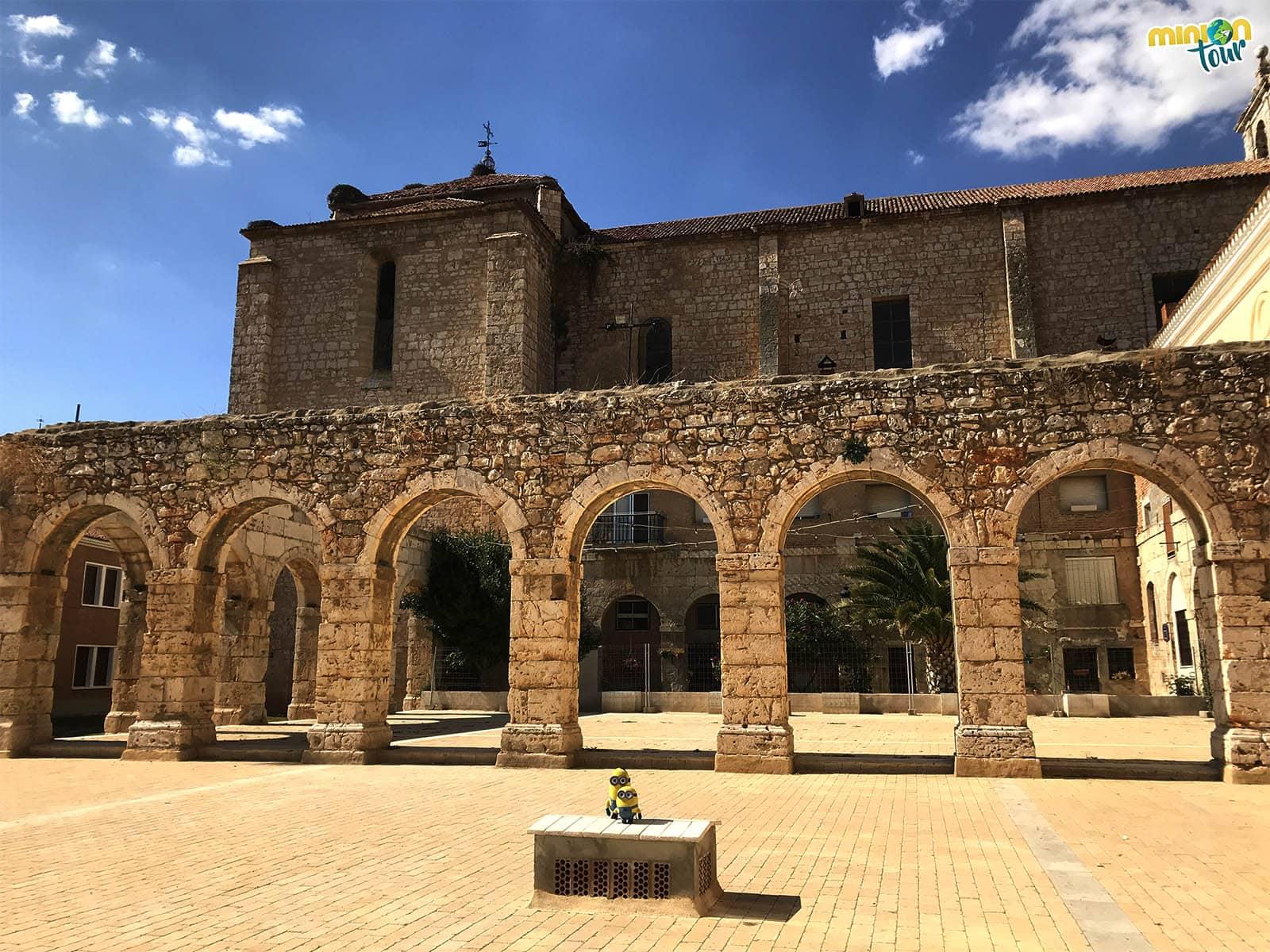 Patio de los arcos, uno de los lugares que ver en Dueñas