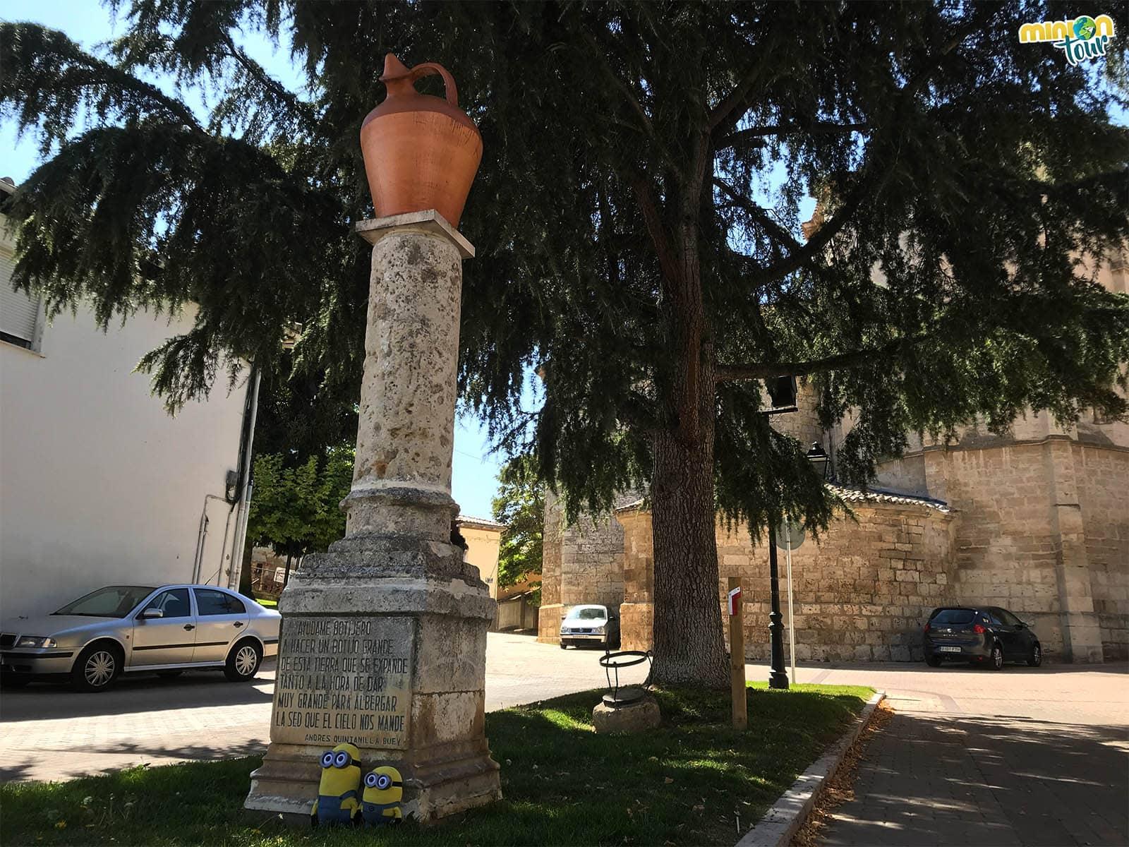 Monumento al botijo en Dueñas