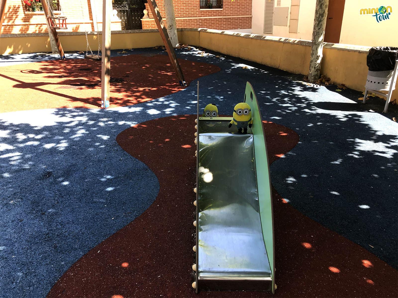 Parque infantil en Dueñas