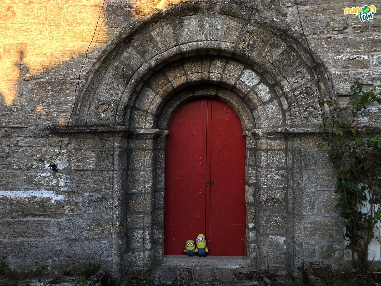 Puerta de entrada de la La Iglesia de Santa Tegra de Abeleda