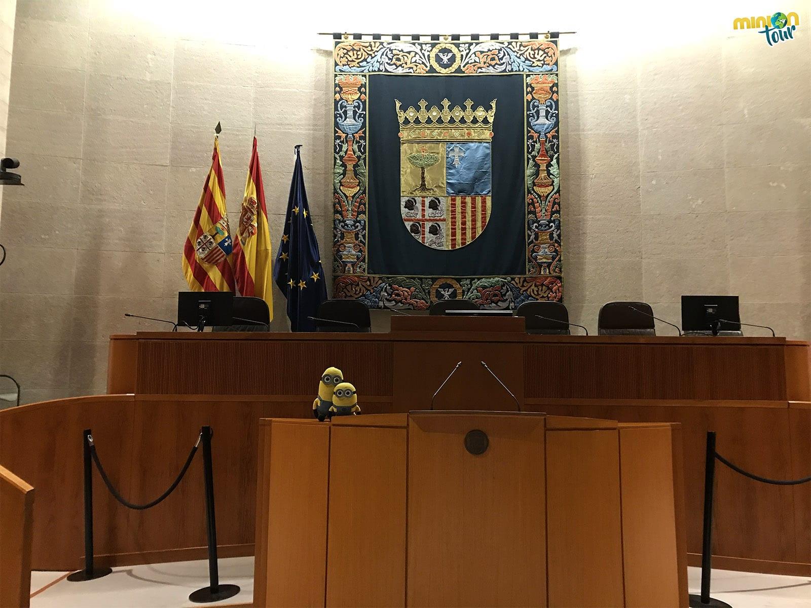 2 Minions en las Cortes de Aragón