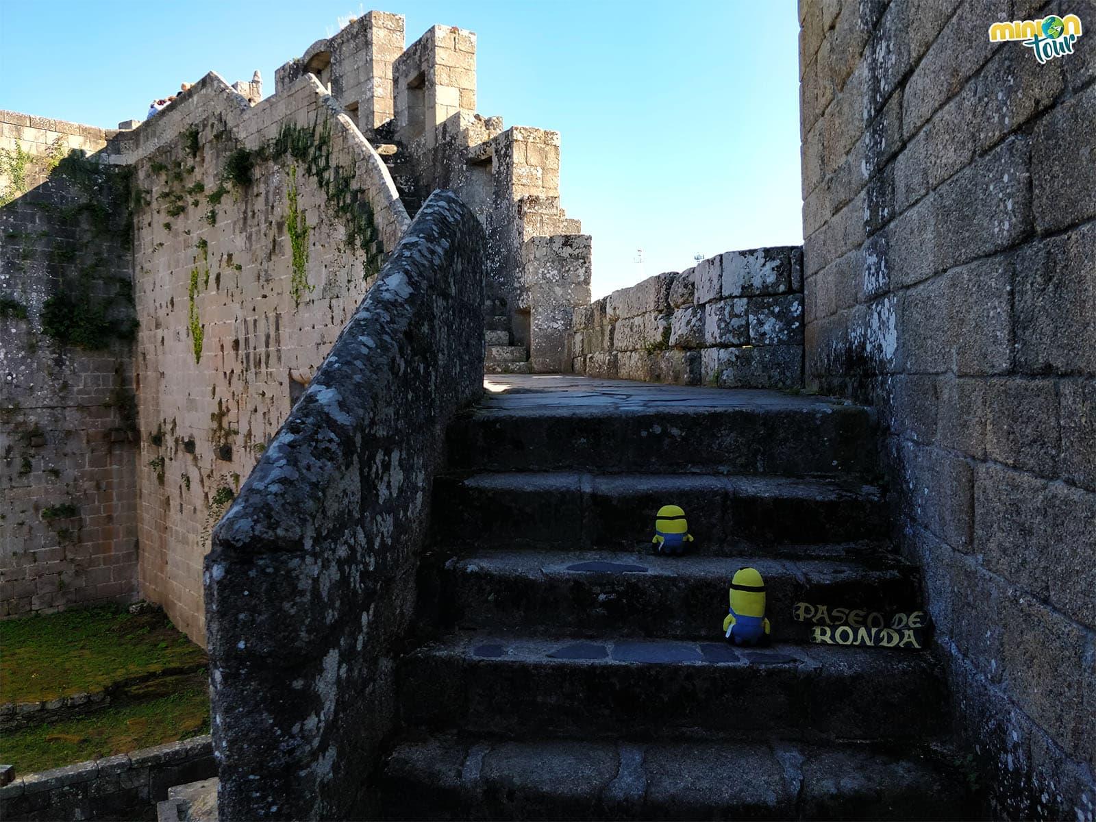 Subiendo a las murallas del castillo