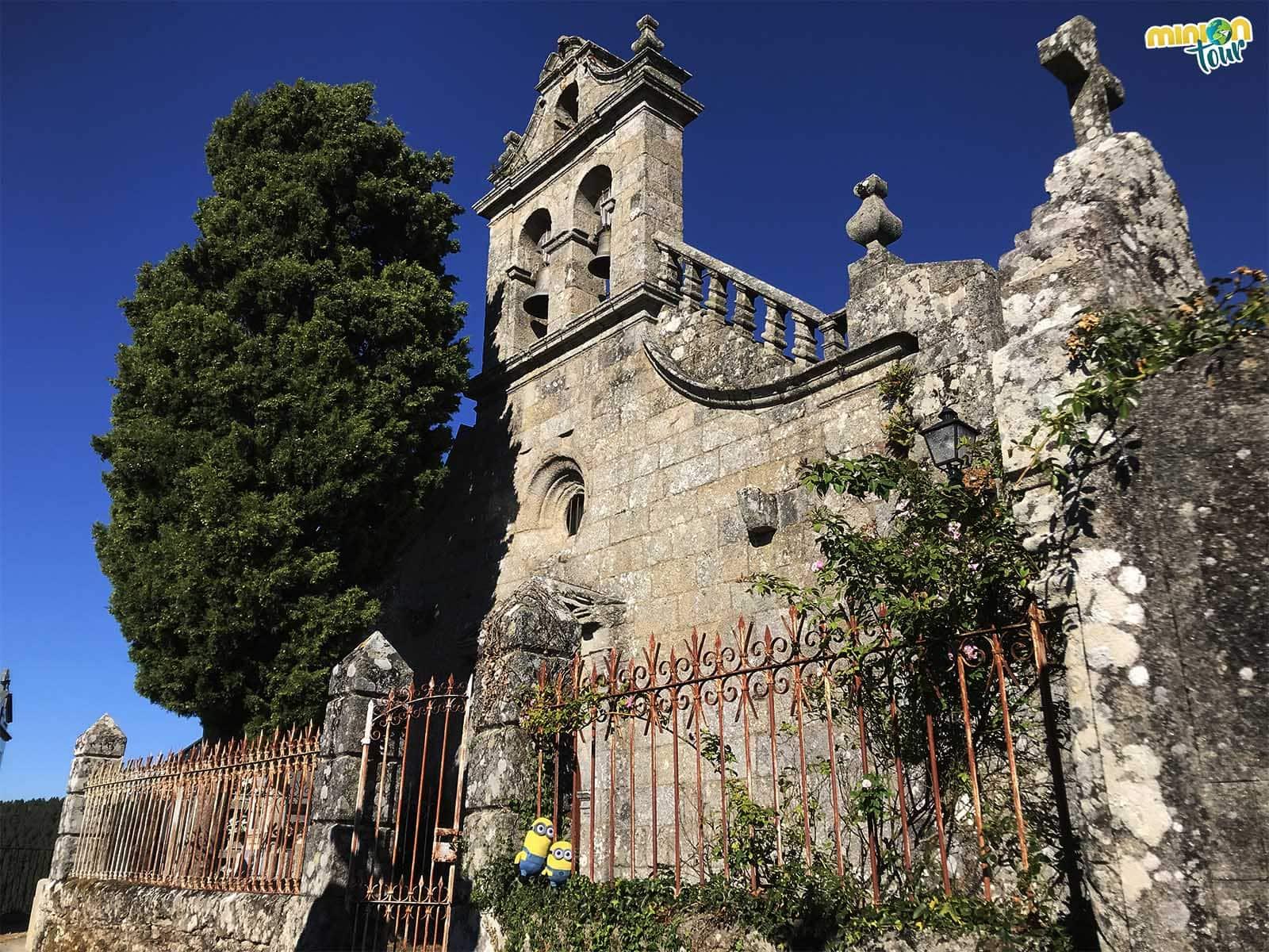 Iglesia de Santa Isabel y San Sebastián, una de las iglesias que tienes que ver en Castro Caldelas