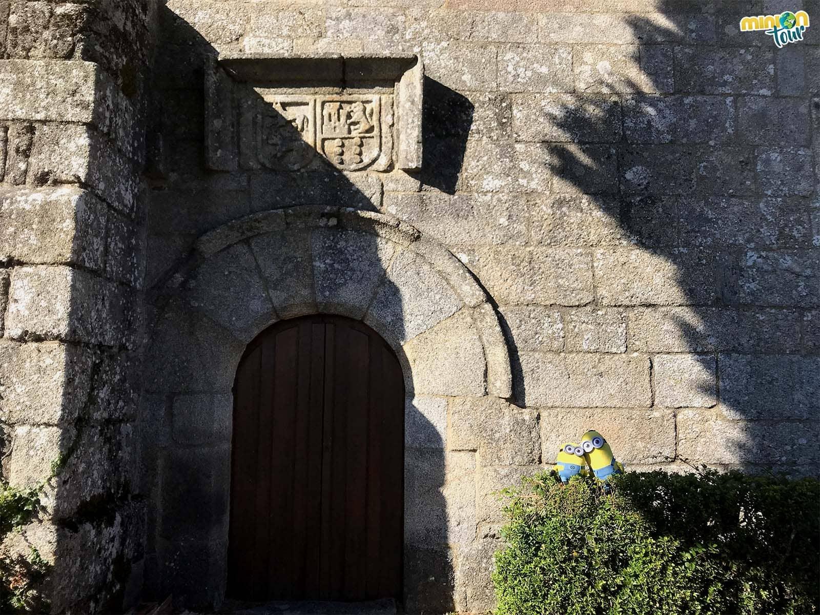 Detalle de la puerta de la iglesia