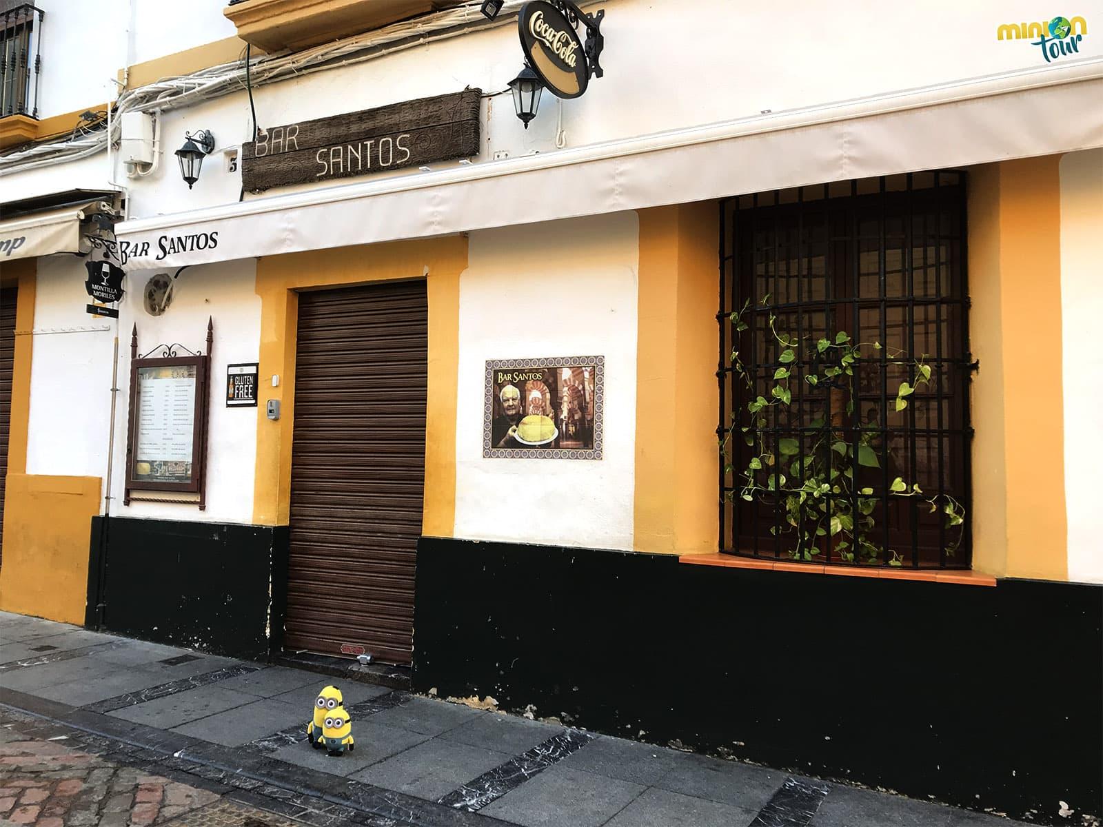2 Minions en el Bar Santos