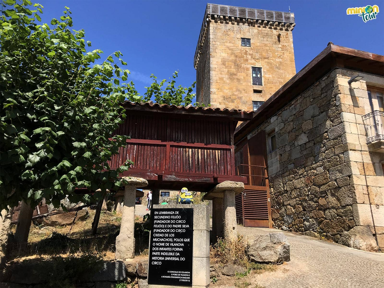La Torre de  Vilanova dos Infantes nos vigila
