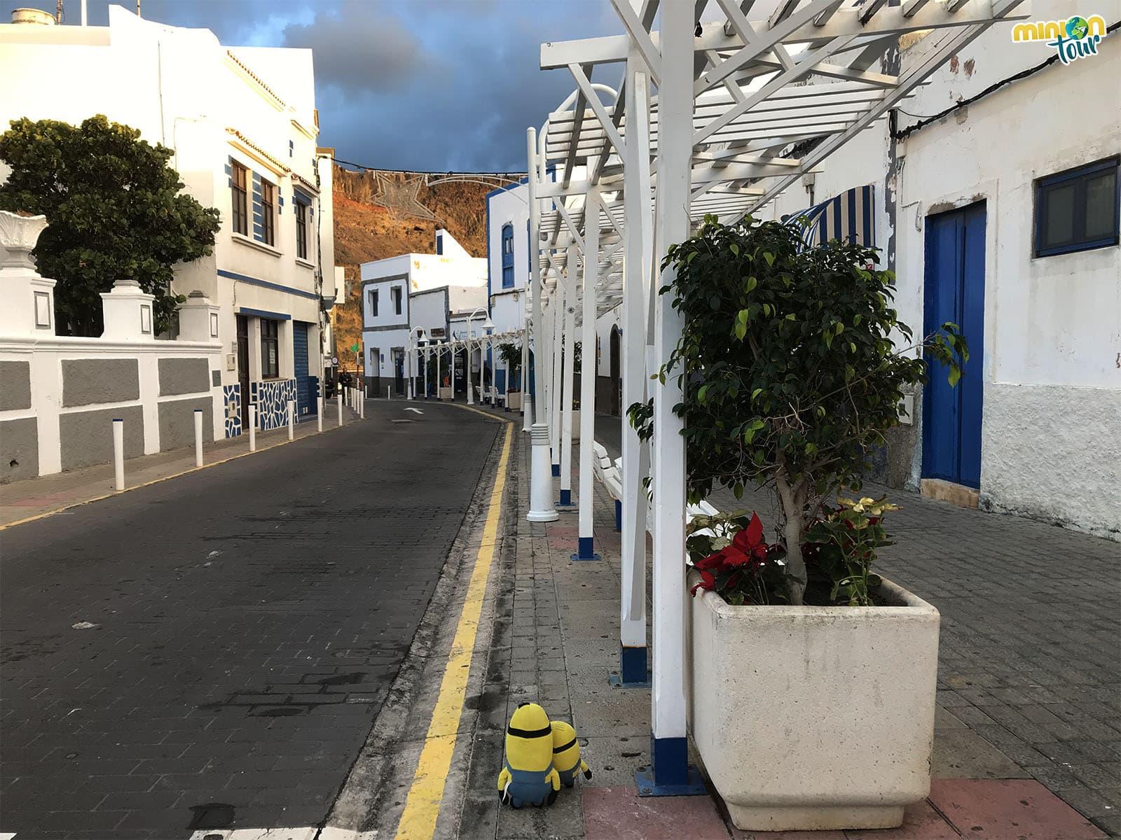 Puerto de las Nieves y sus calles blancas y azules