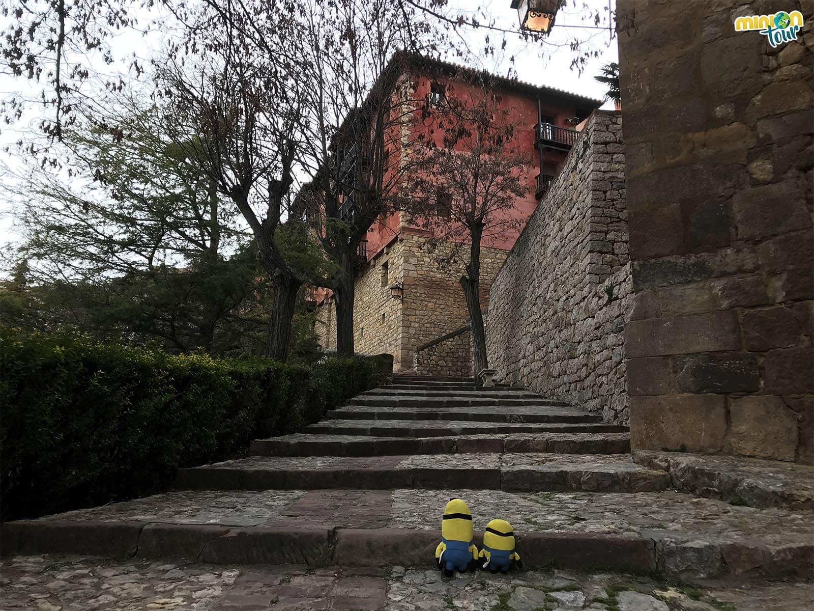 Escaleras hacia la parte alta de Albarracín