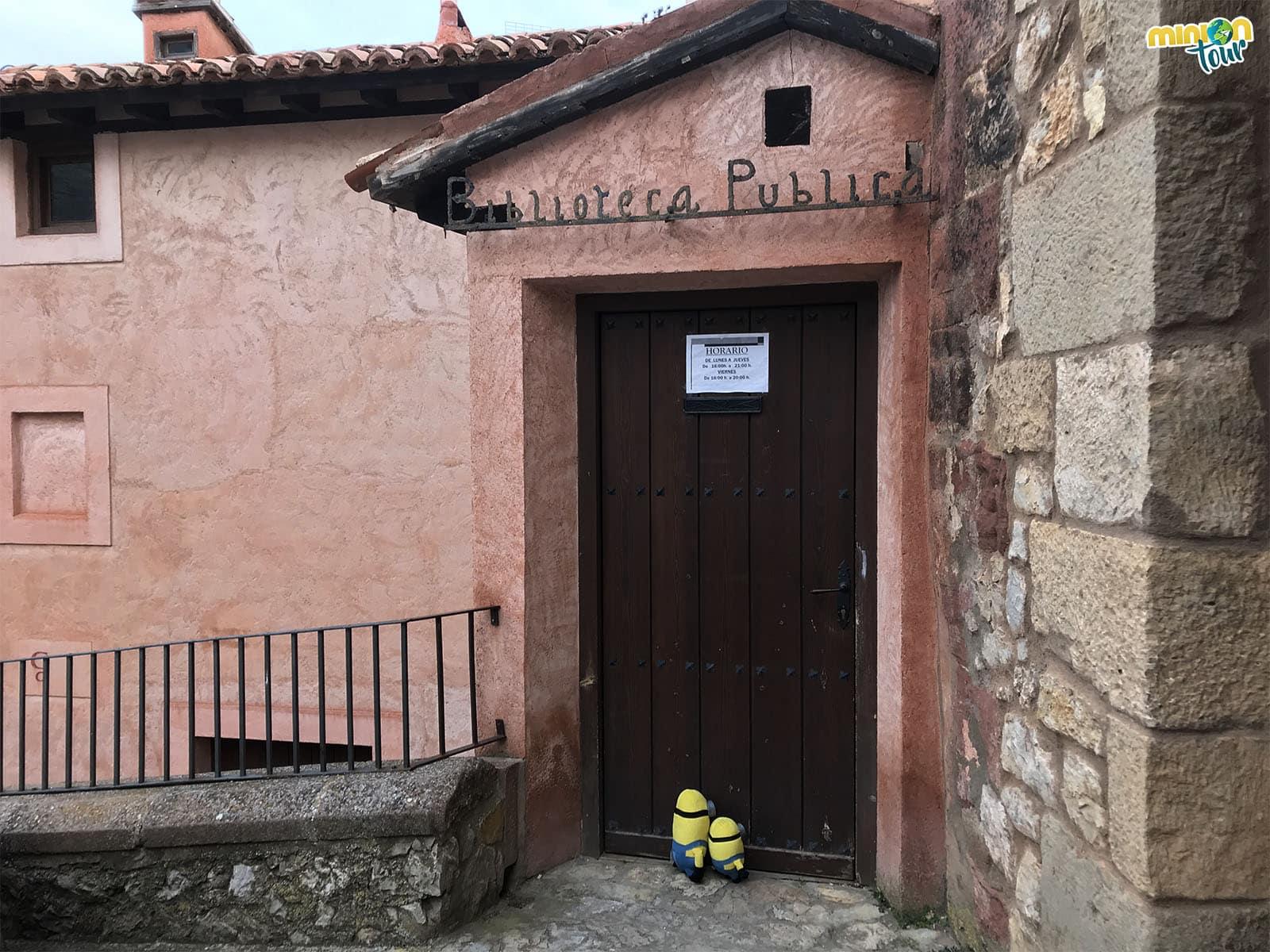 Puerta de la Biblioteca Pública
